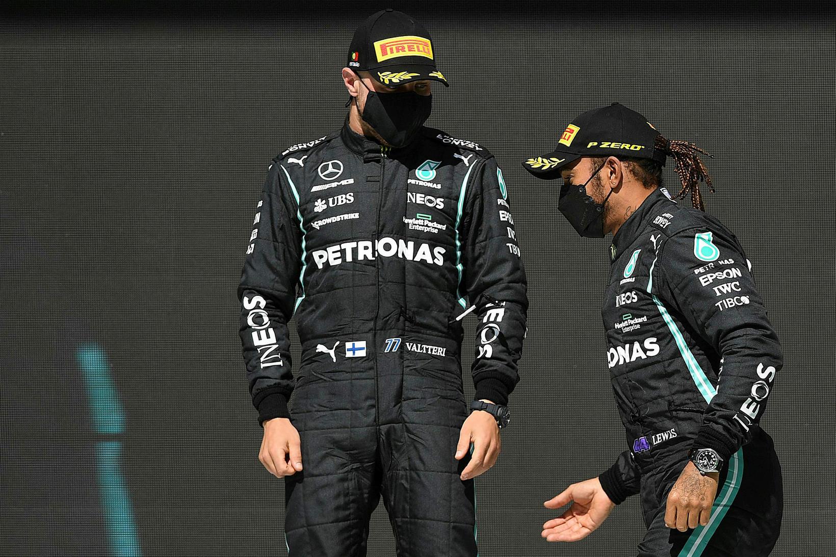 Mercedesmennirnir á verðlaunapallinum í Portimao í dag, Lewis Hamilton til …