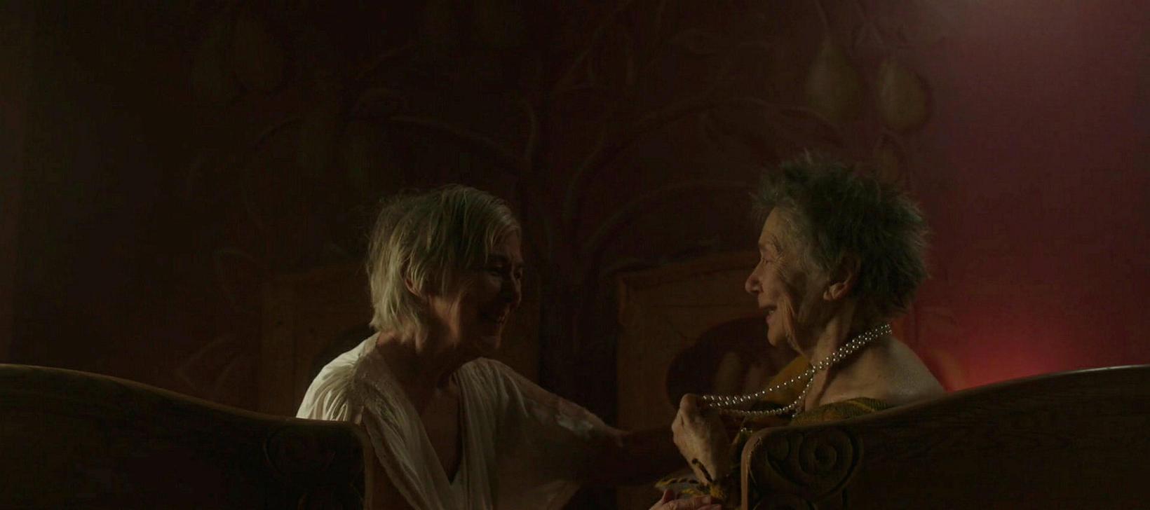 Kristbjörg Kjeld og Emmanuelle Riva leika konur sem töku Ölmu …