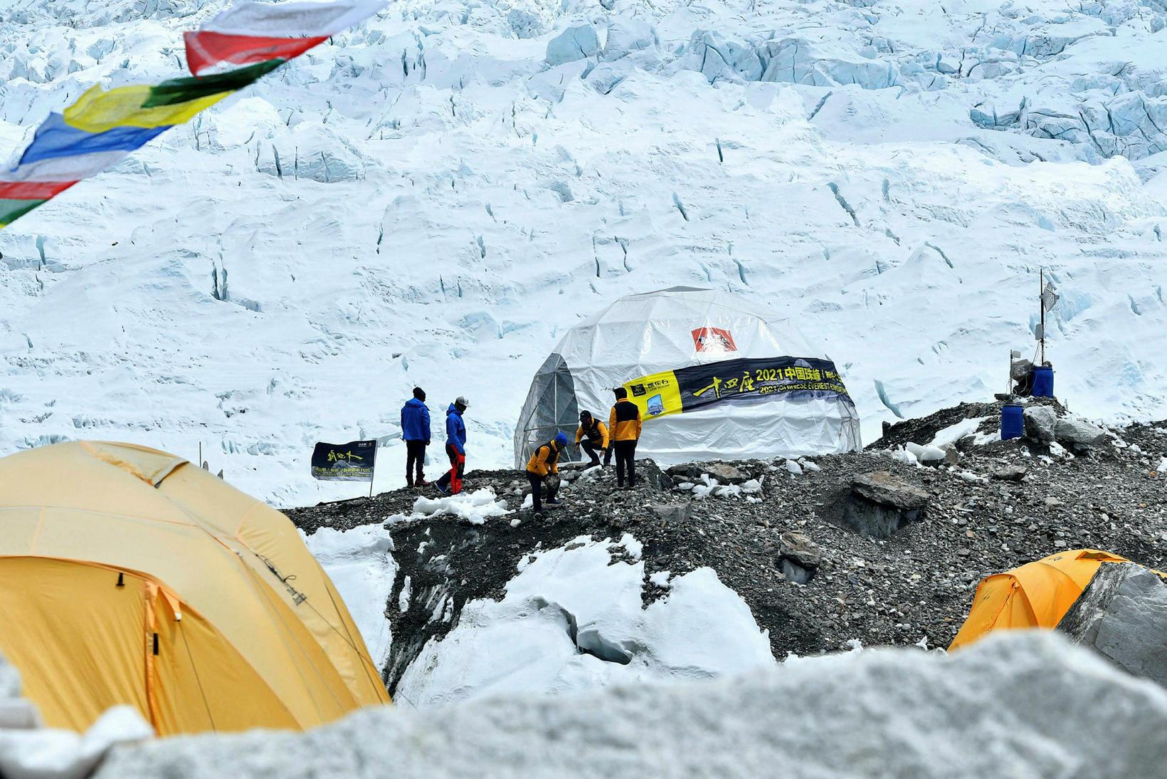 Frá grunnbúðum Everest á laugardaginn, 1. maí.