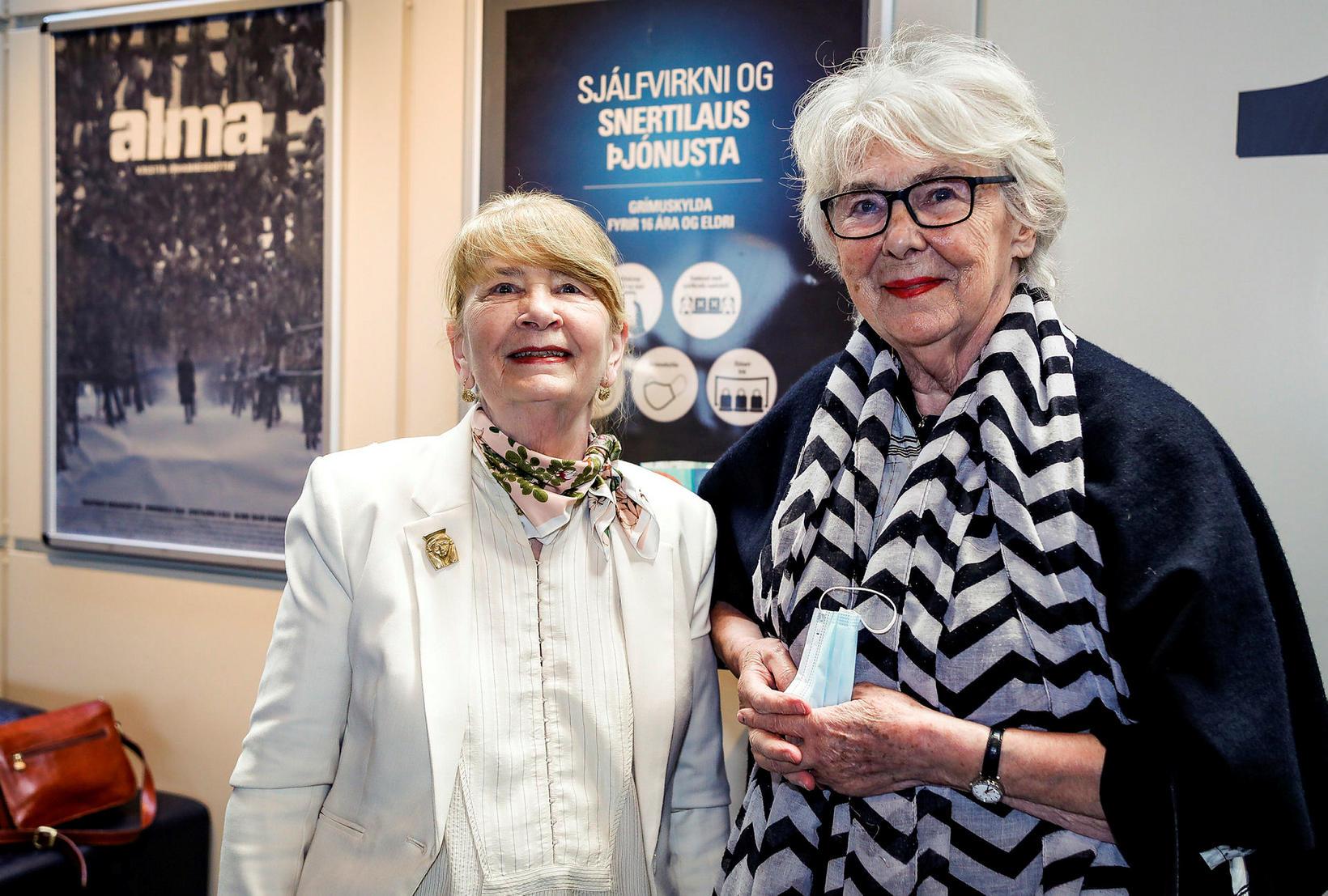 Leikstjórinn Kristín Jóhannesdóttir og Kristbjörg Kjeld. Kristbjörg fer með hlutverk …