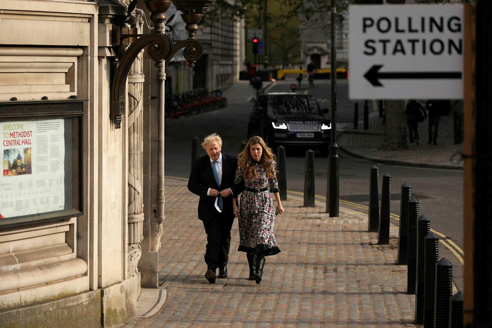 Forsætisráðherra Bretlands, Boris Johnson, og sambýliskona hans, Carrie Symonds, greiddu …