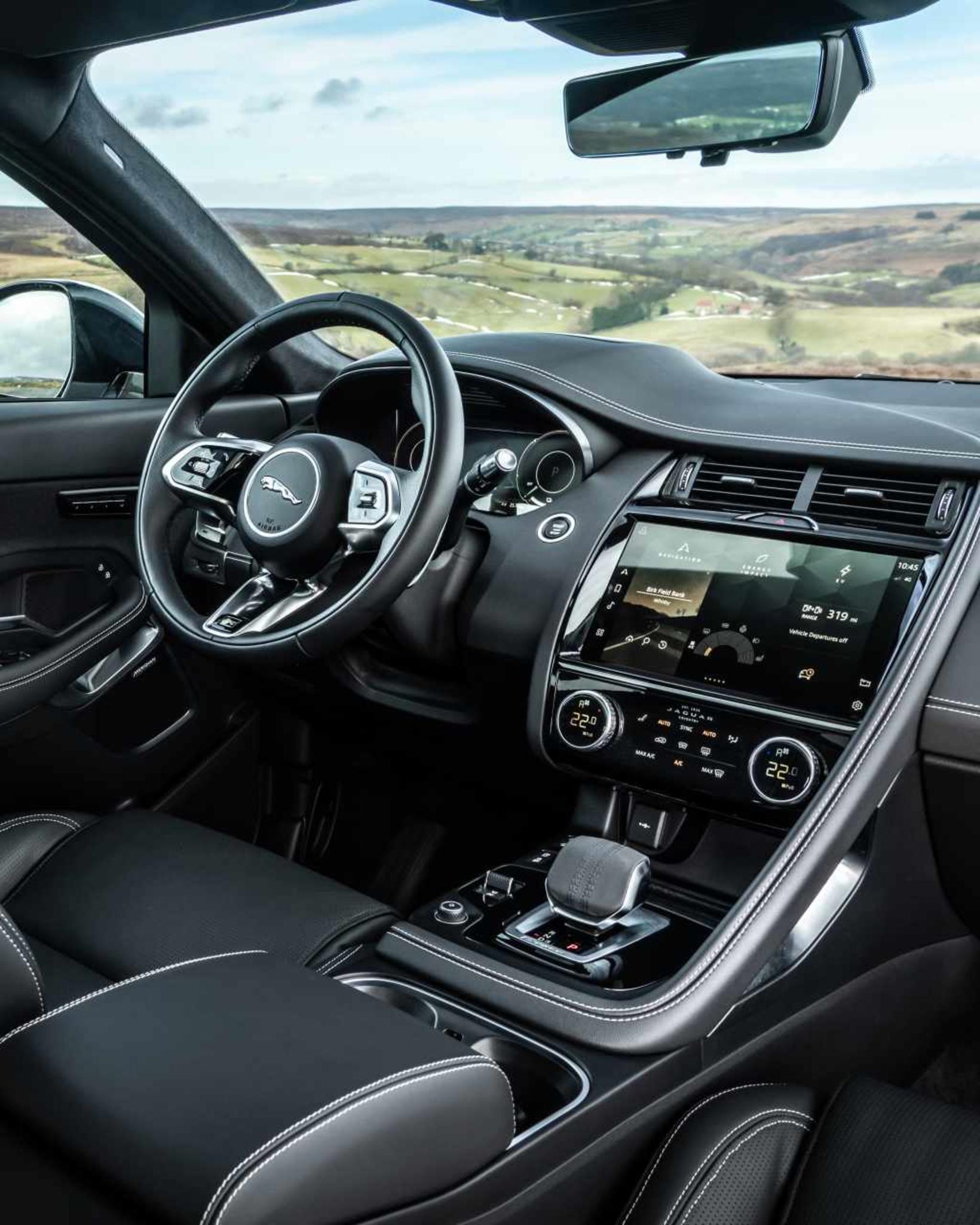 Jaguar E-Pace tengiltvinnbíllinn nýi.