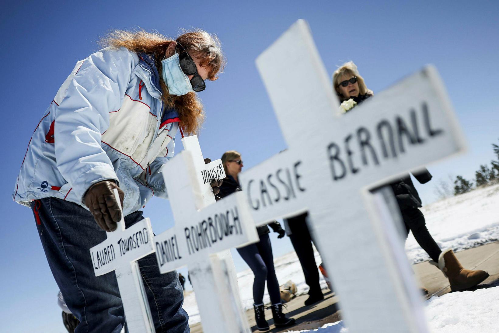 13 létust í fjöldamorðinu við Columbine menntaskólann fyrir 22 árum.