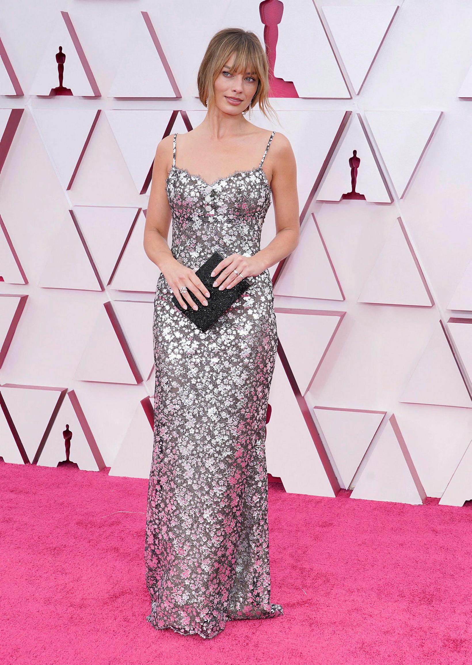 Margot Robbie var í kjól frá Chanel.