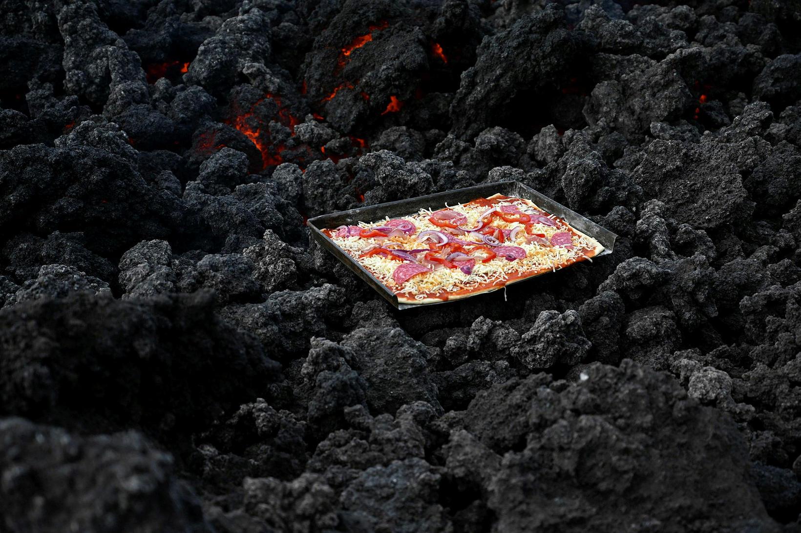 Hraunbökuð pizza