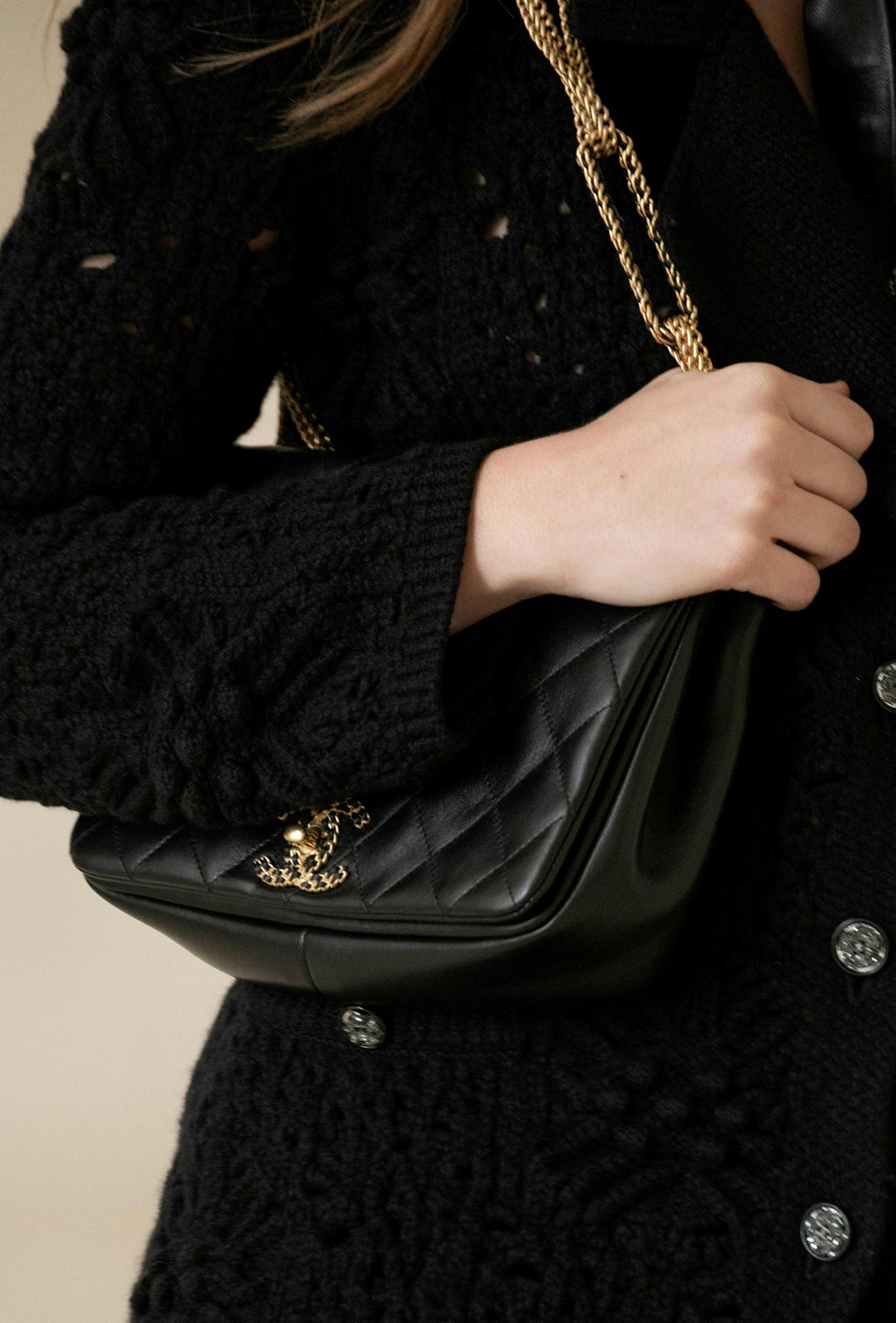 Hin klassíska Chanel-taska passar alltaf við allt.