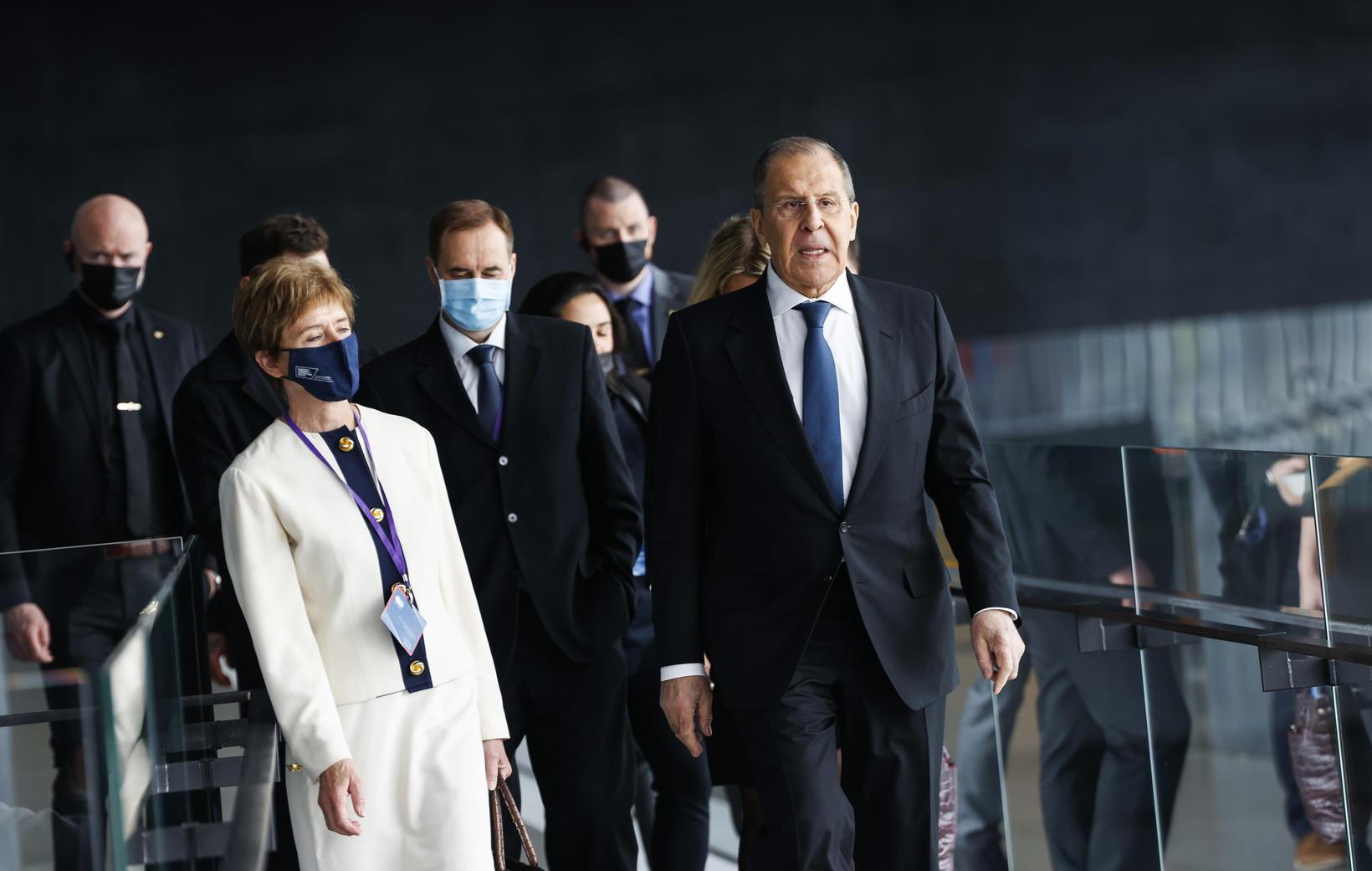 Sergei Lavrov, utanríkisráðherra Rússlands, ásamt föruneyti í Hörpu í dag.