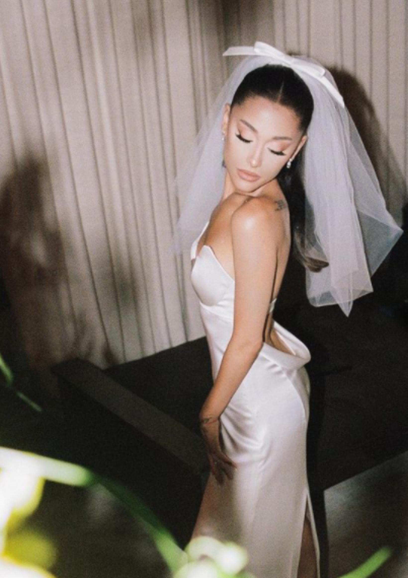 Kjólinn hannaði Vera Wang.