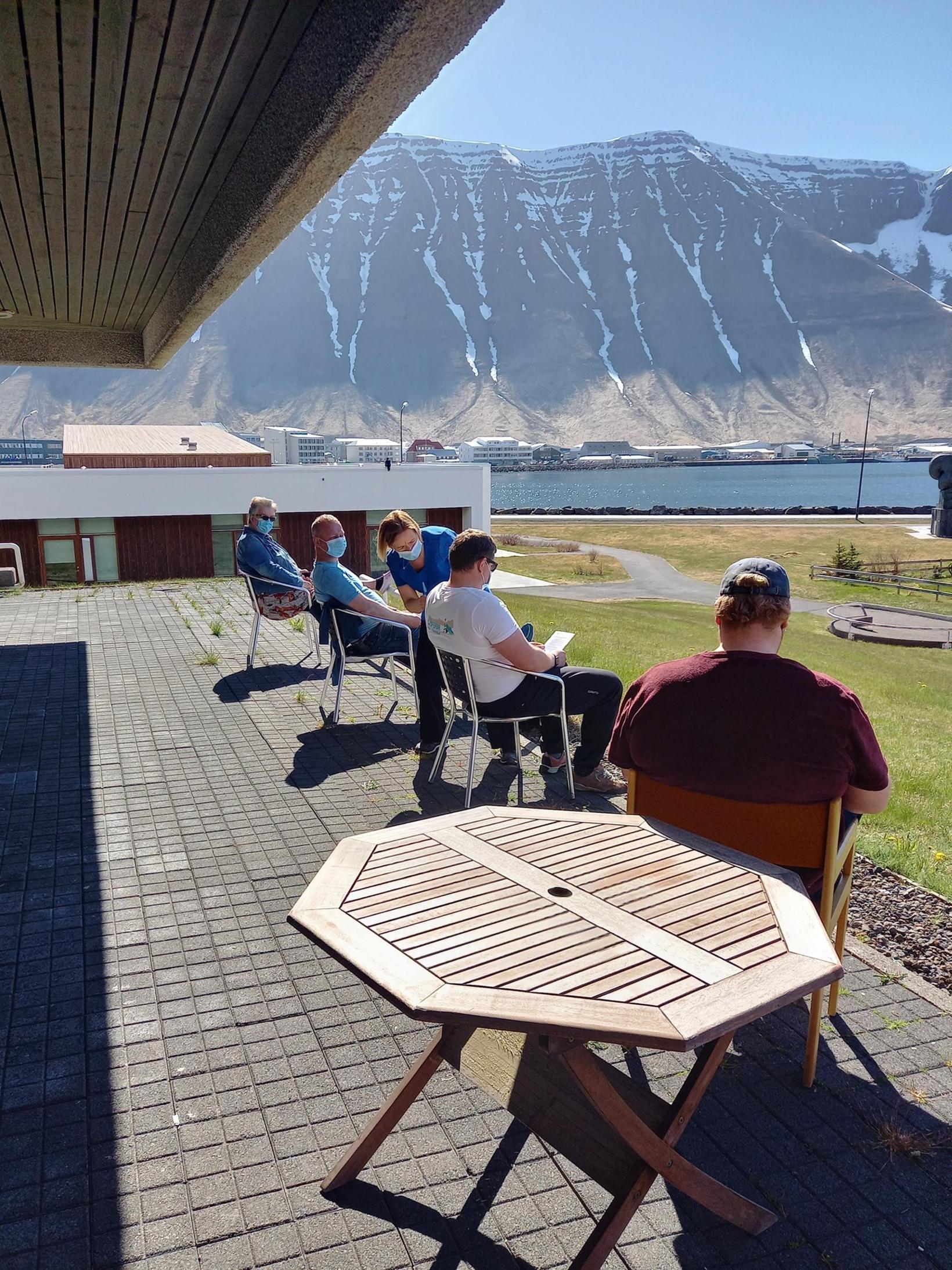 Bólusett við frábærar aðstæður á Ísafirði í maímánuði.