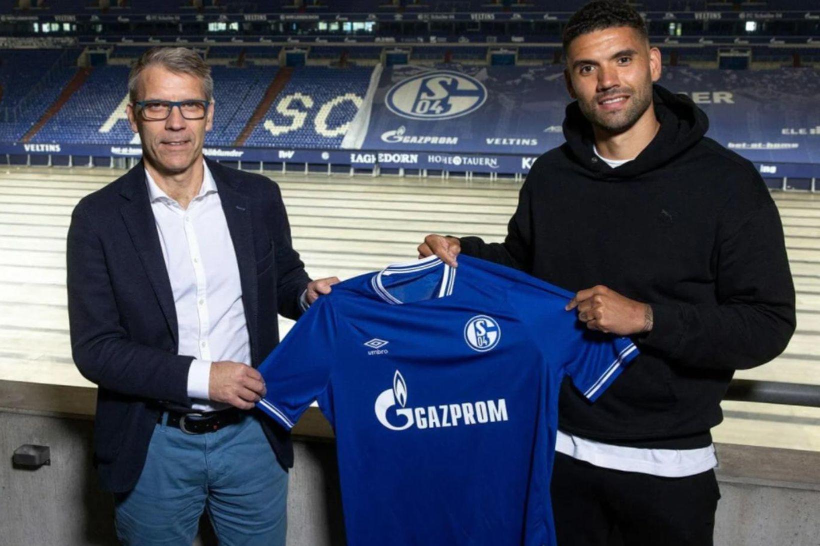 Guðlaugur Victor Pálsson skrifaði undir tveggja ára samning við Schalke …