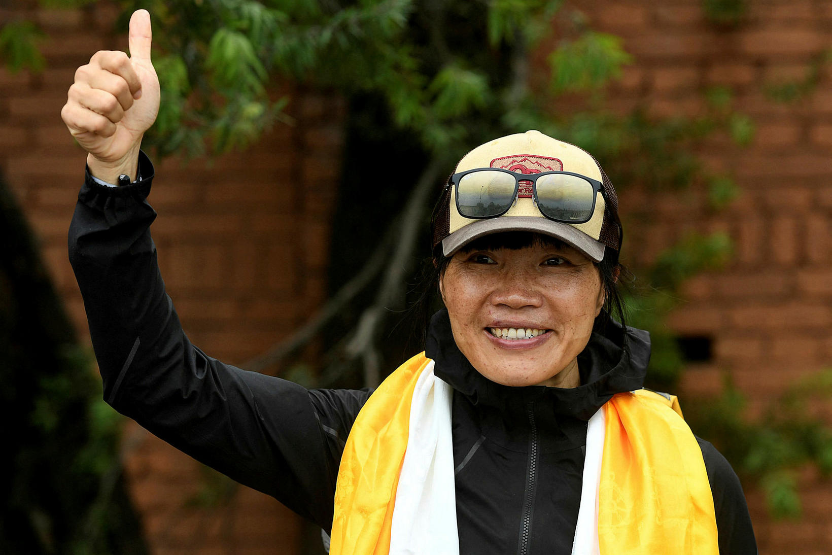 Fjallgöngukonan Tsang Yin-hung náði tindi Everest á 25 klukkustundum og …