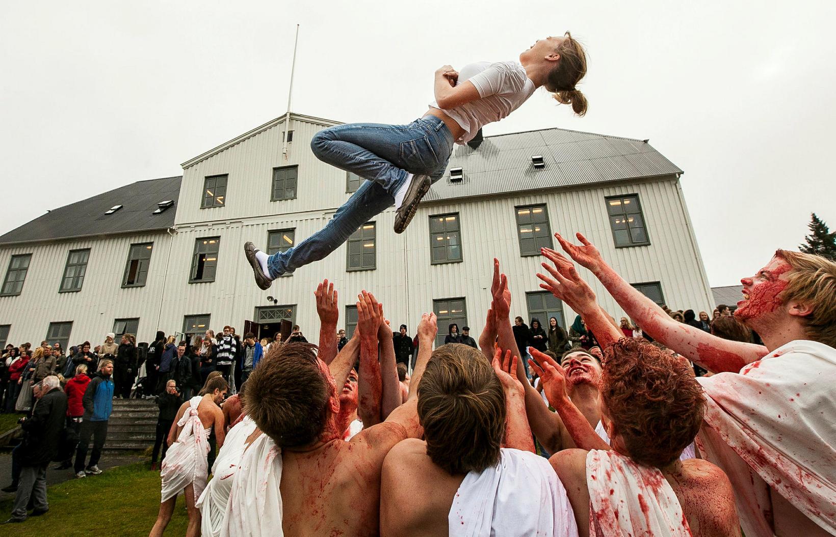 Allt að 1.500 nemendur mega sækja skólaviðburð samkvæmt nýju ákvæði …