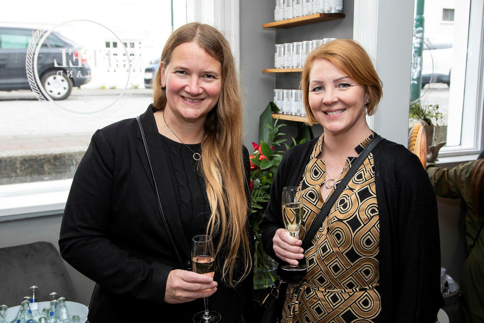 Arna Bjartmarsdóttir og Sigríður Ragna.