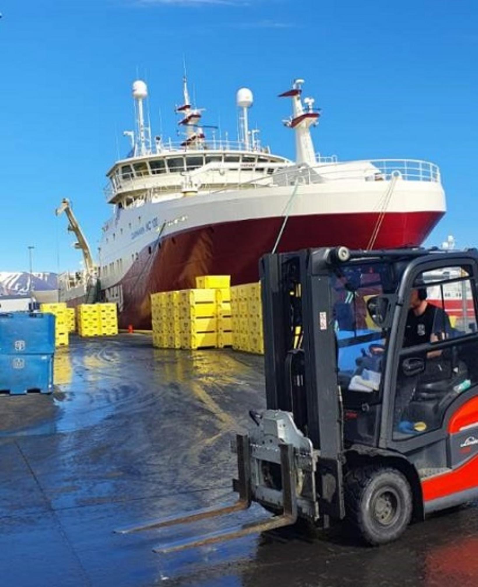 Nóg var að gera þegar skipið mætti með 300 tonn.
