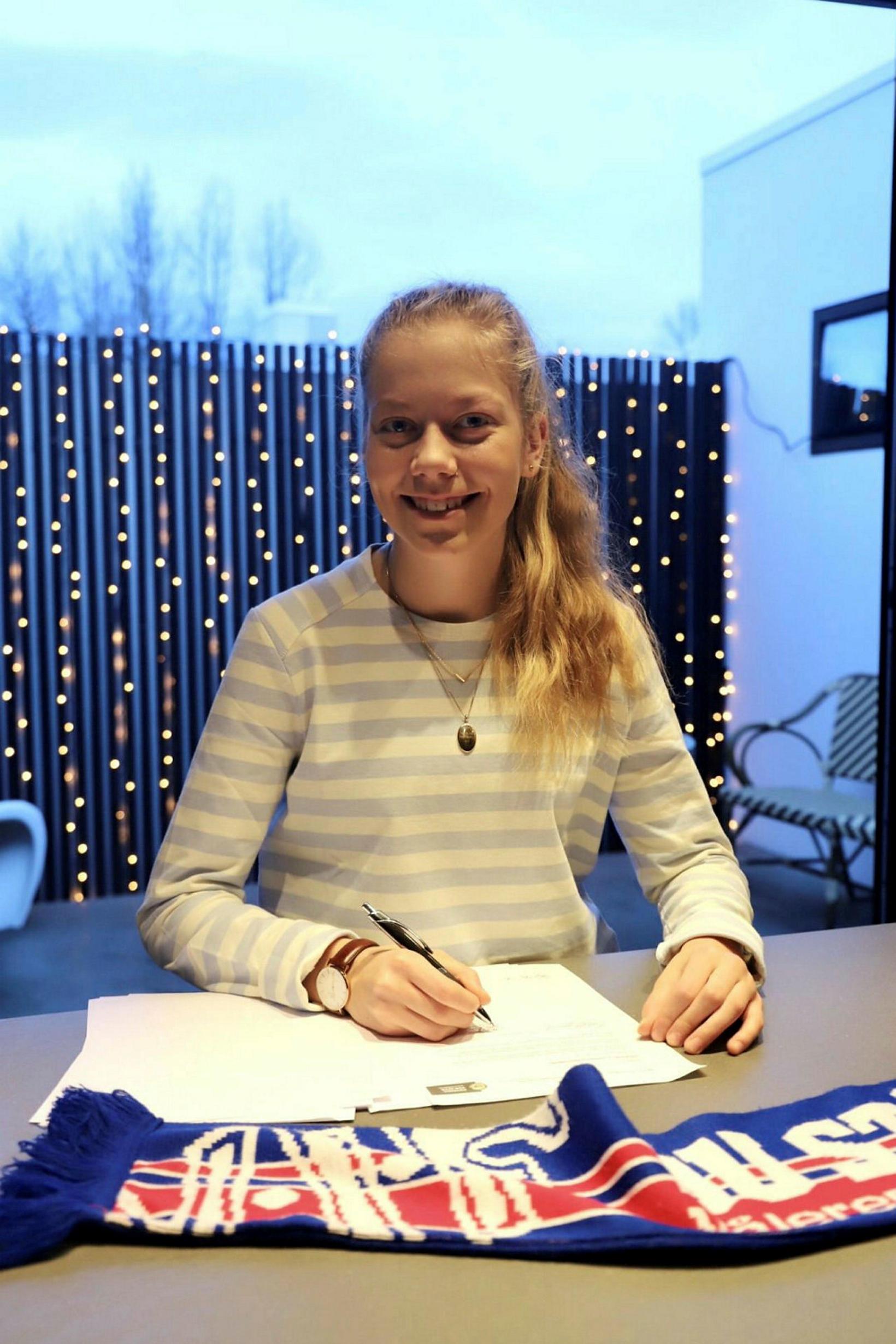 Amanda Jacobsen Andradóttir er liðsfélagi Ingibjargar í Noregi.