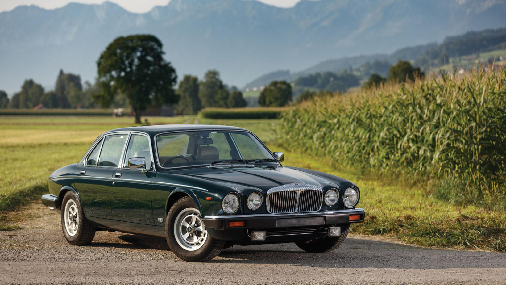 Hinn konunglegi Daimler Double Six var með sérstakan bekk fyrir …