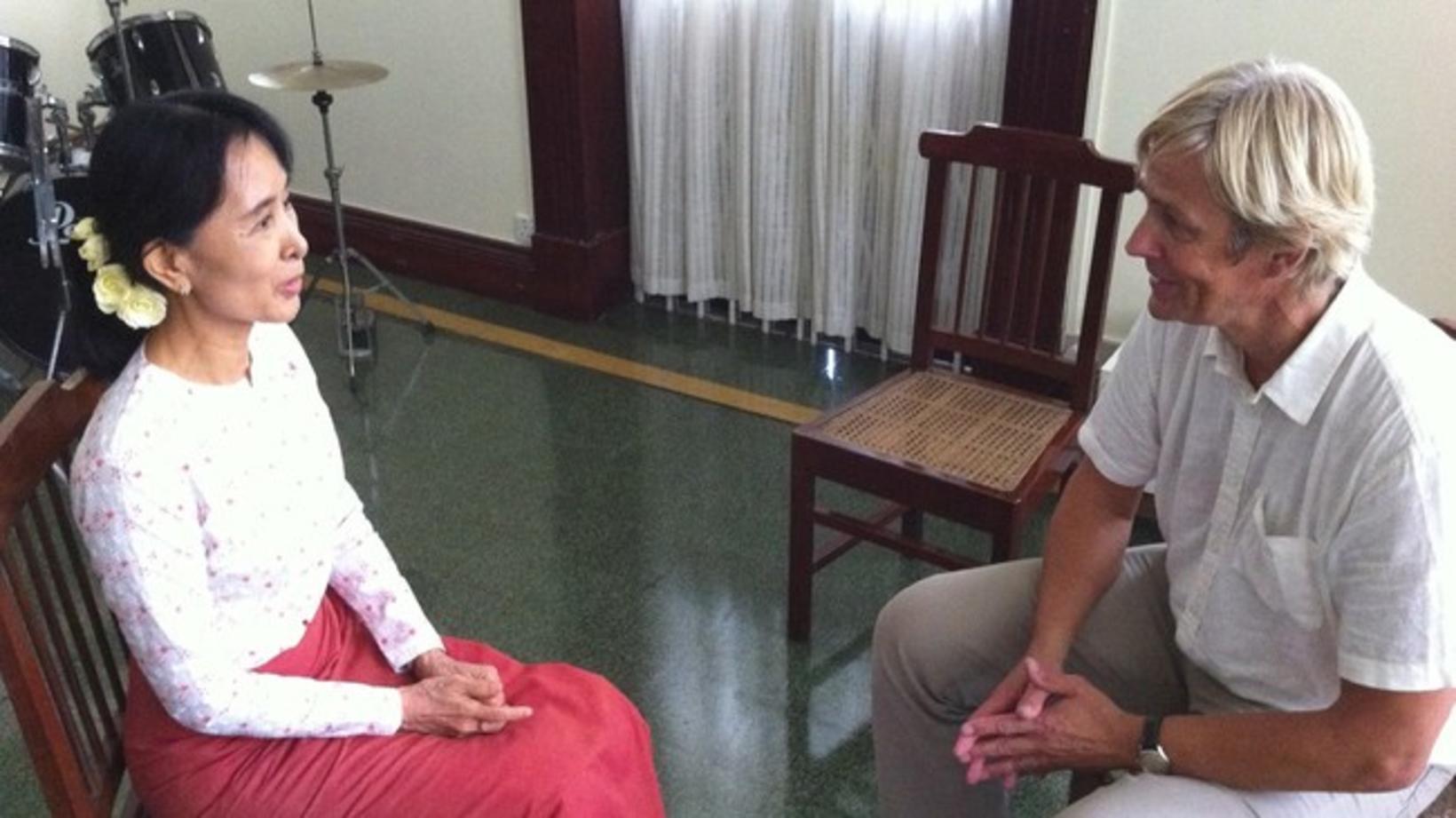 Aung San Suu Kyi, leiðtogi Lýðræðisfylkingarinnar í Búrma, eða Mjanmar, …