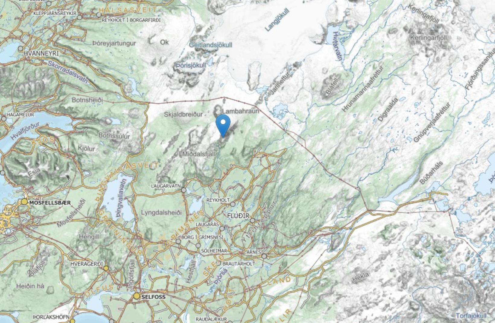 Höögnhöfði liggur sunnan við Langjökul