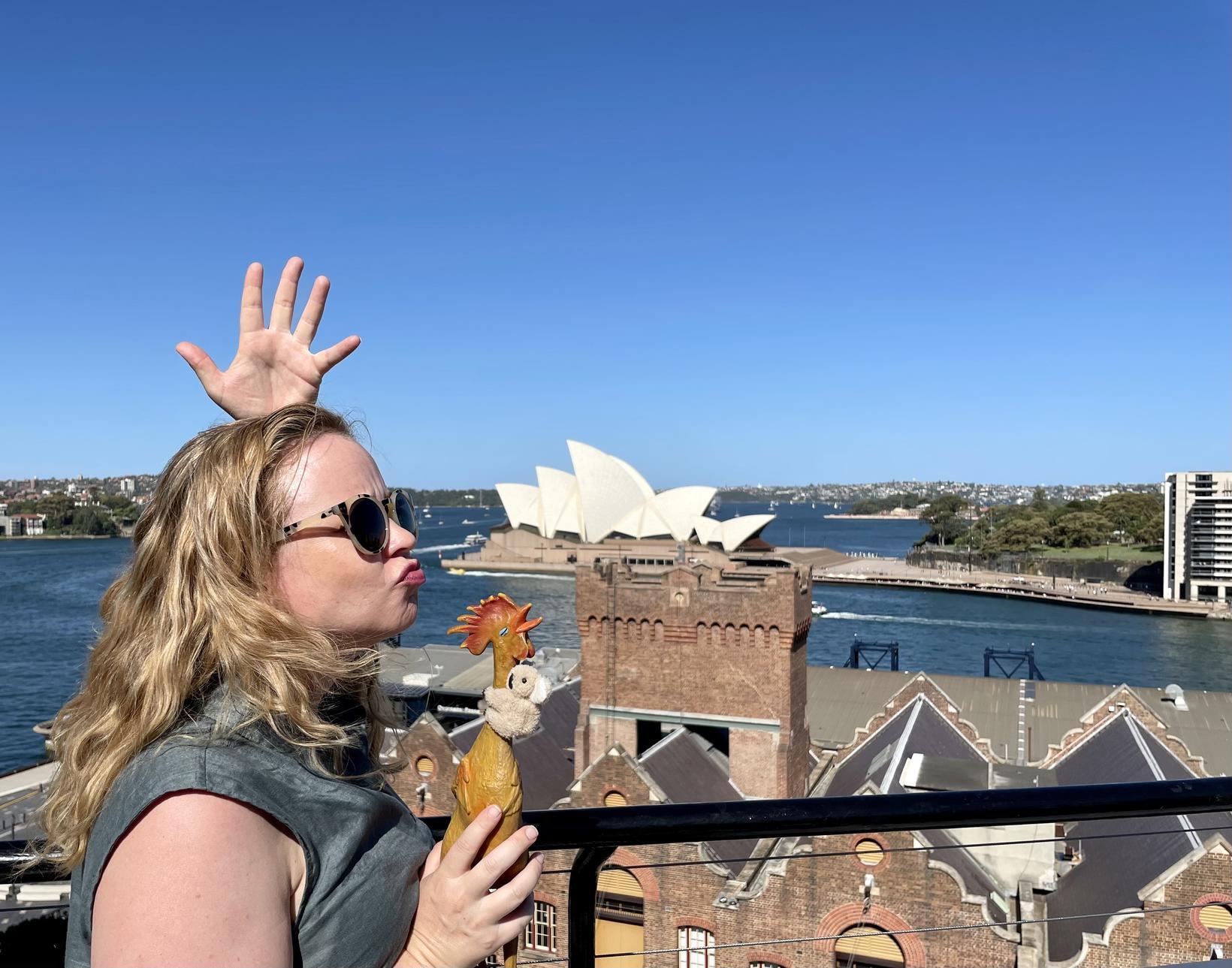 Lára í Sydney ásamt ferðafélaga.