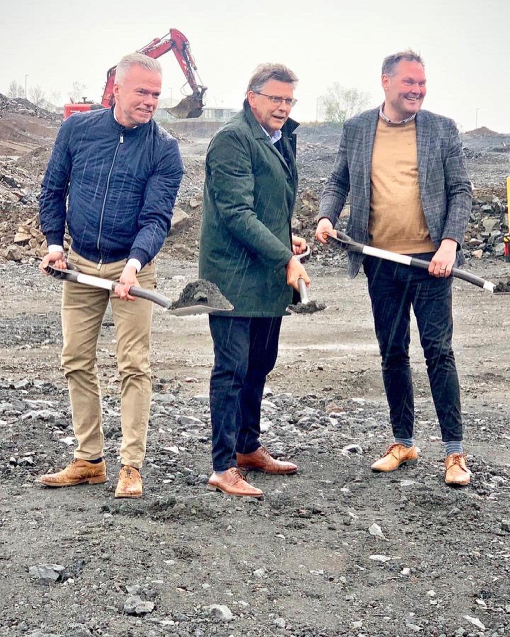 Örn V. Kjartansson, Gunnar Einarsson bæjarstjóri Garðabæjar og Magnús Magnússon …