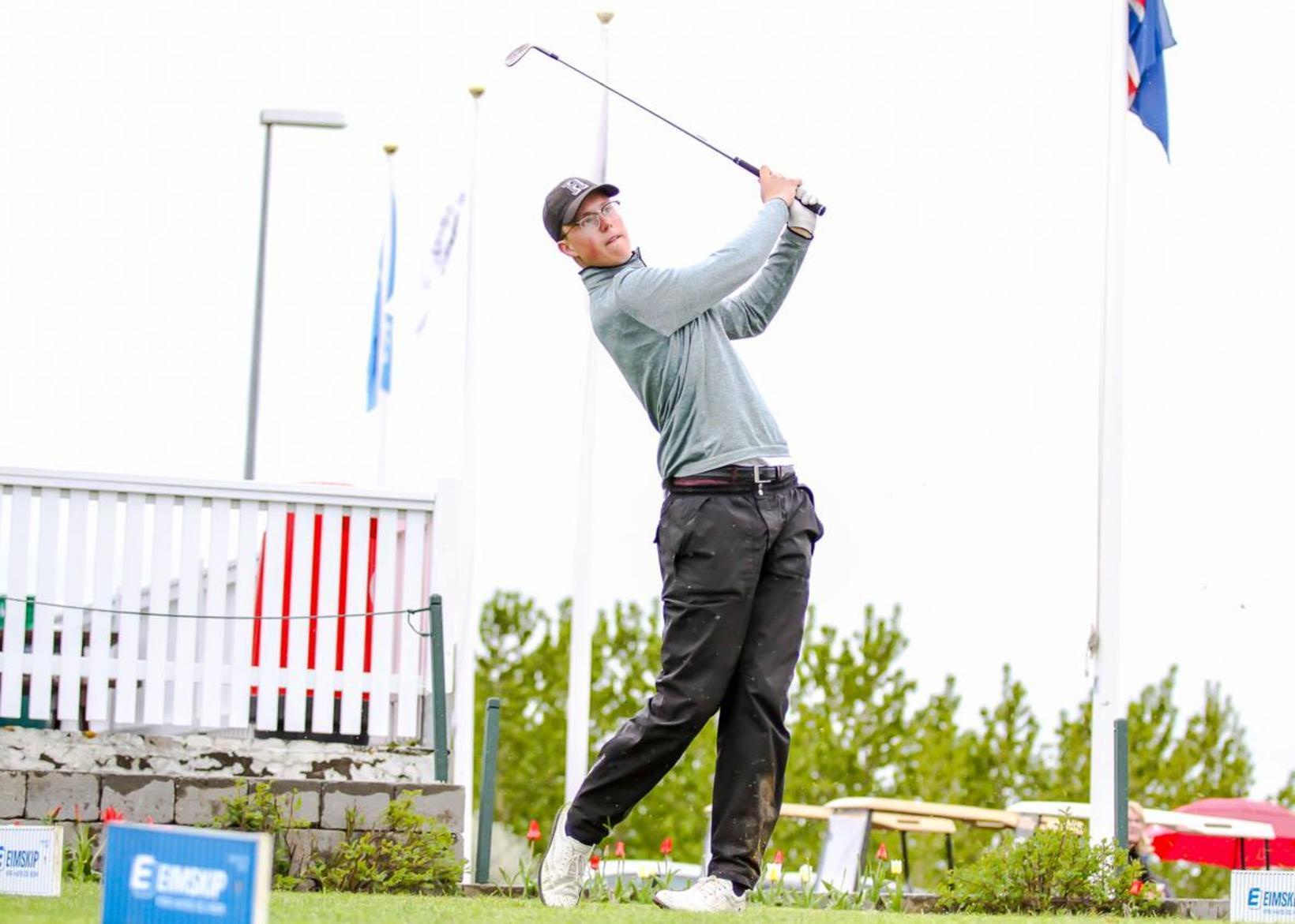Jóhannes Guðmundsson er mikill golfari.