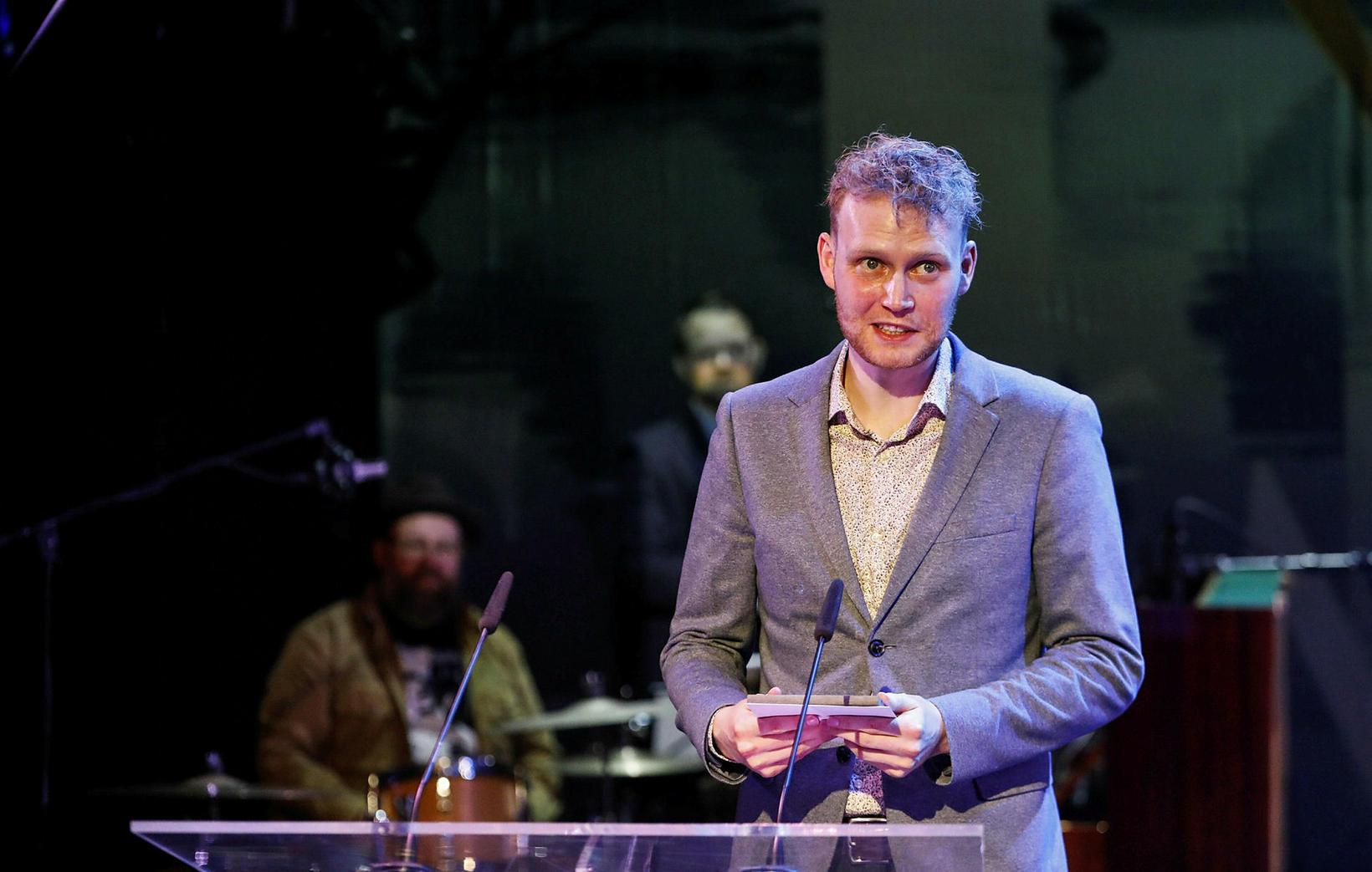 Friðrik Margrétar-Guðmundsson hlaut Grímuna fyrir tónlist ársins í Ekkert er …