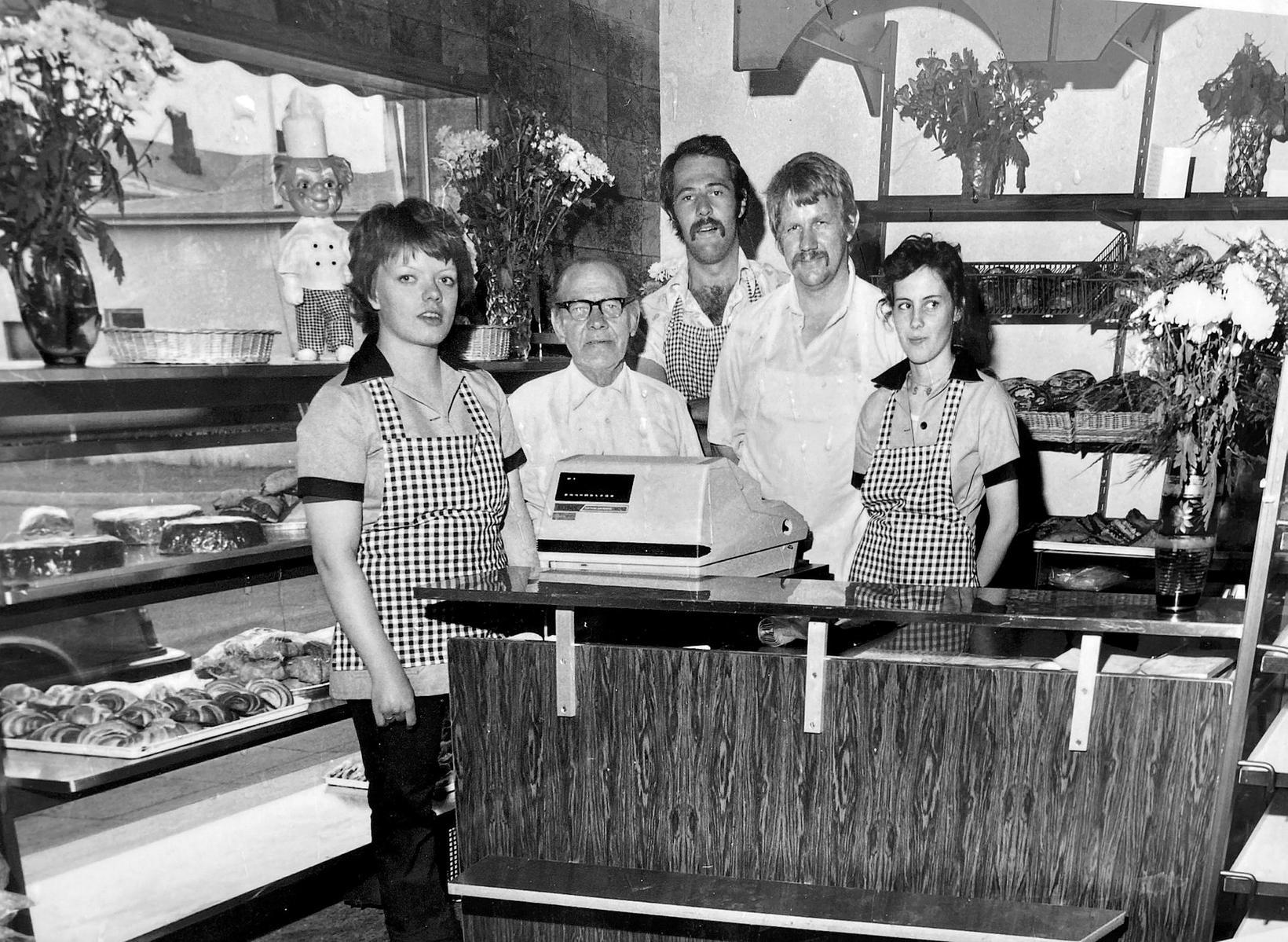 Starfsfólk Sauðárkróksbakarís í kringum 1980, f.v.: Unnur Sævarsdóttir, Guðjón Sigurðsson …