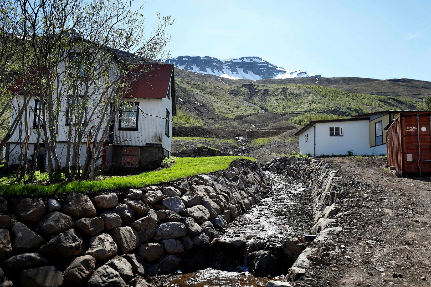 Hreinsnarstarf á Seyðisfirði eftir aurskriðurnar er langt komið.
