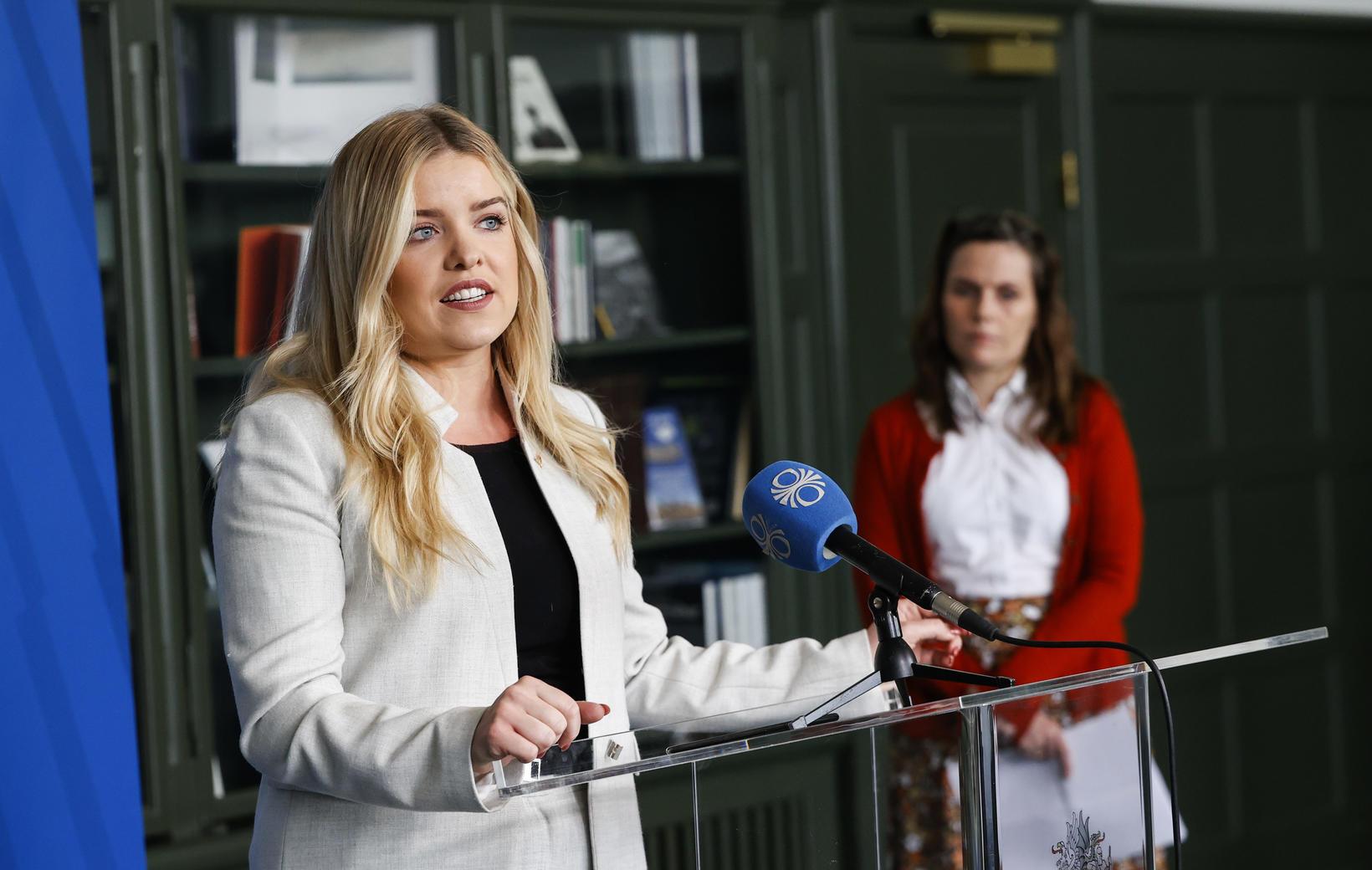 Áslaug Arna Sigurbjörnsdóttir á blaðamannafundinum í dag.