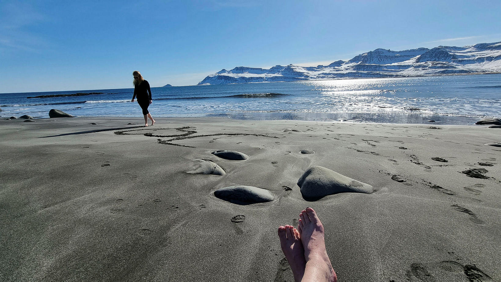 Fjöruferð við Karlsskála í góðu veðri.