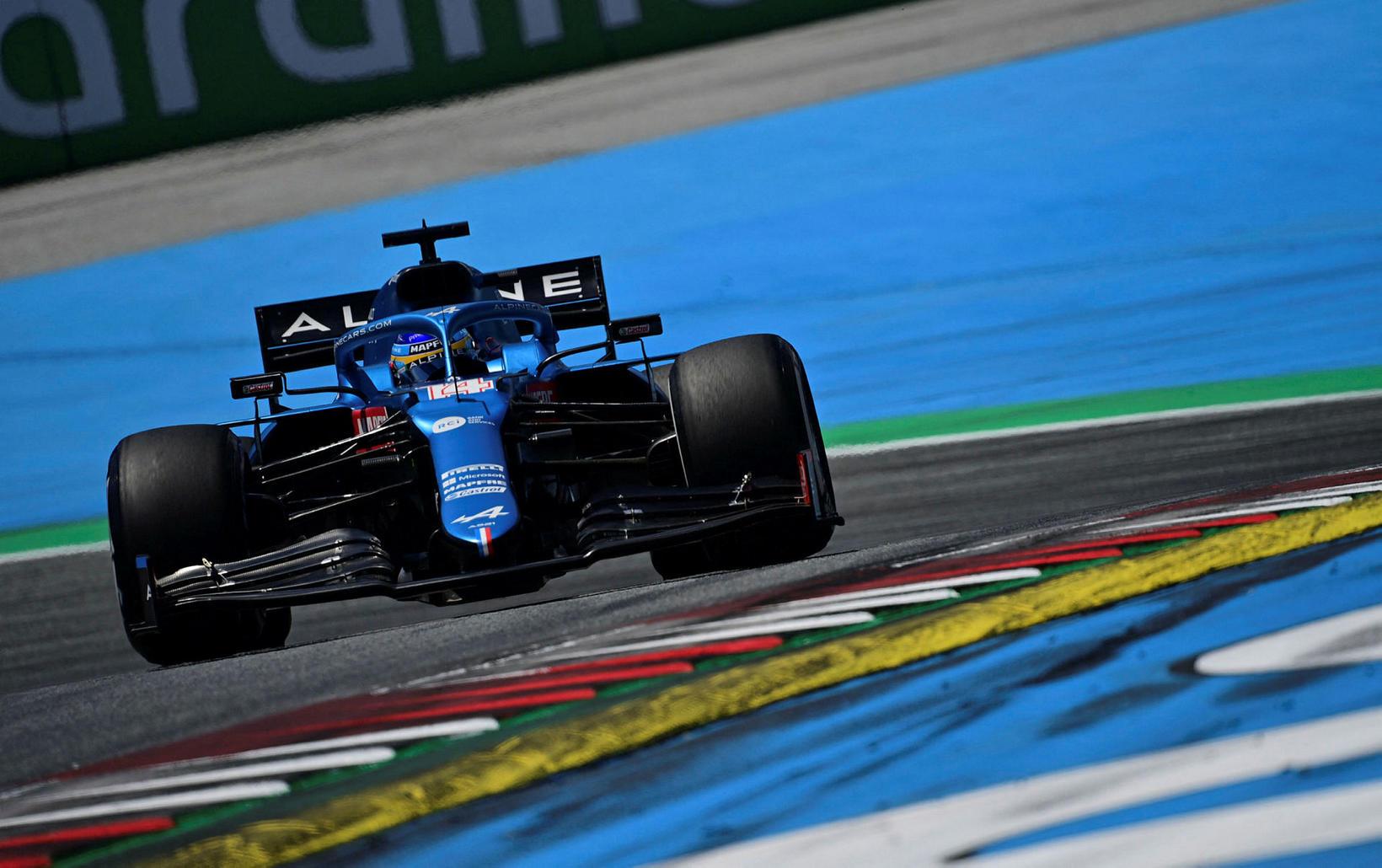 Fernando Alonso var óhress með Sebastian Vettel.
