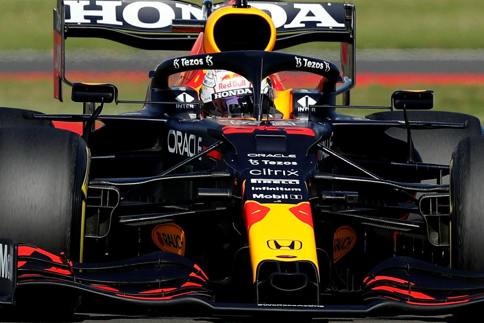 Max Verstappen á leið til sigurs í Silverstone í dag.