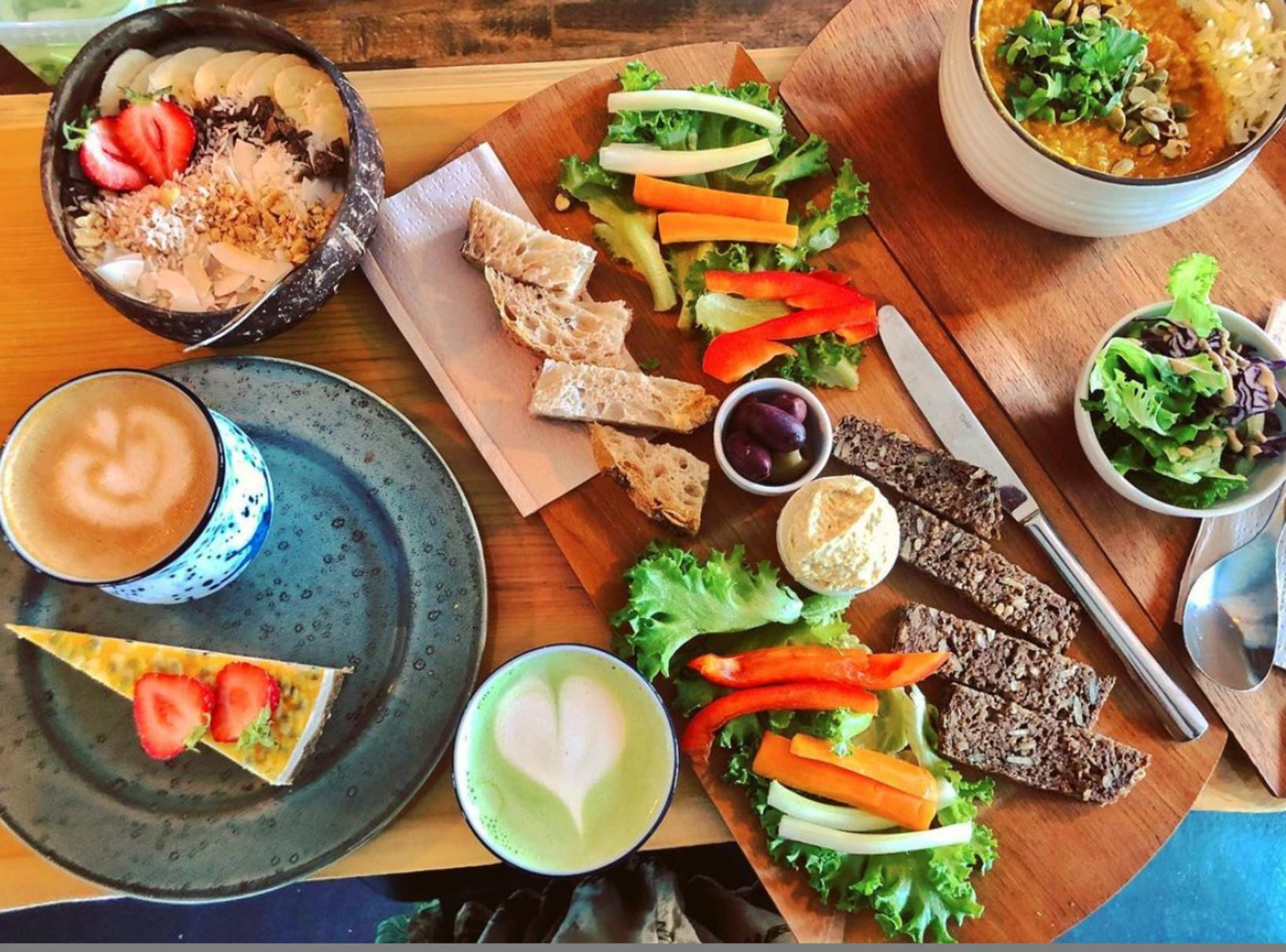Delicious plant-based food made with love.