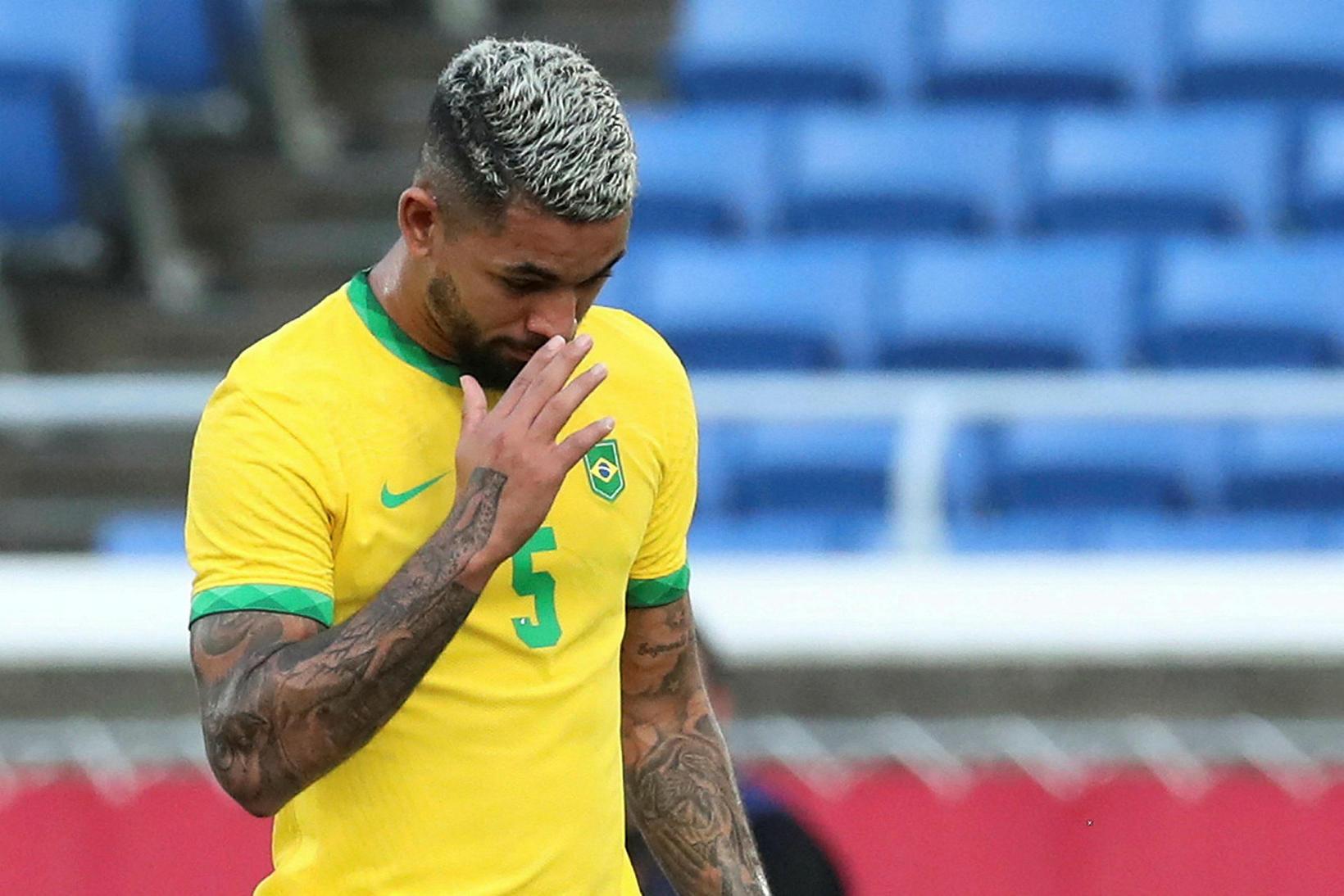Douglas Luiz fékk rautt spjald snemma leiks.