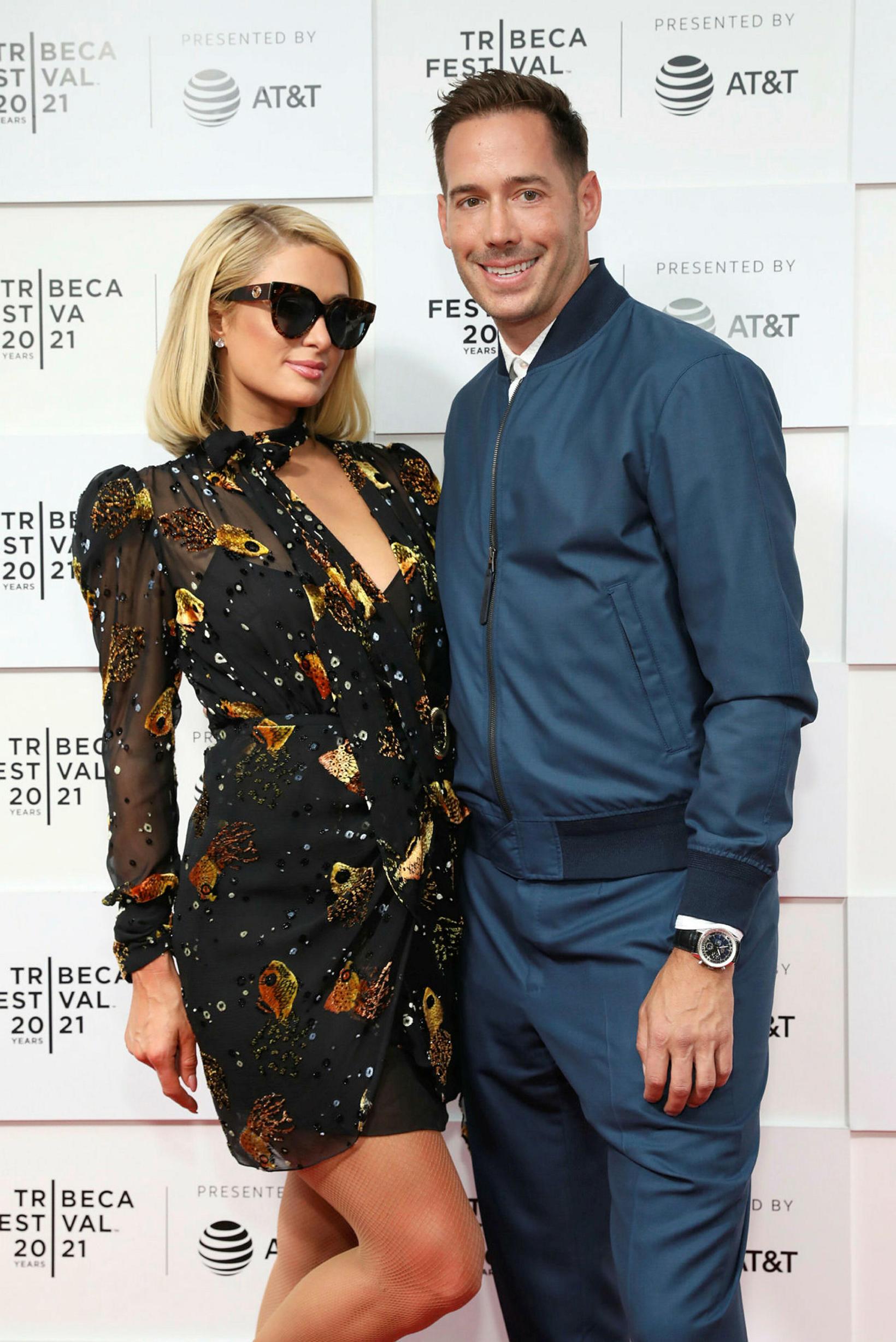 Paris Hilton og Carter Reum.