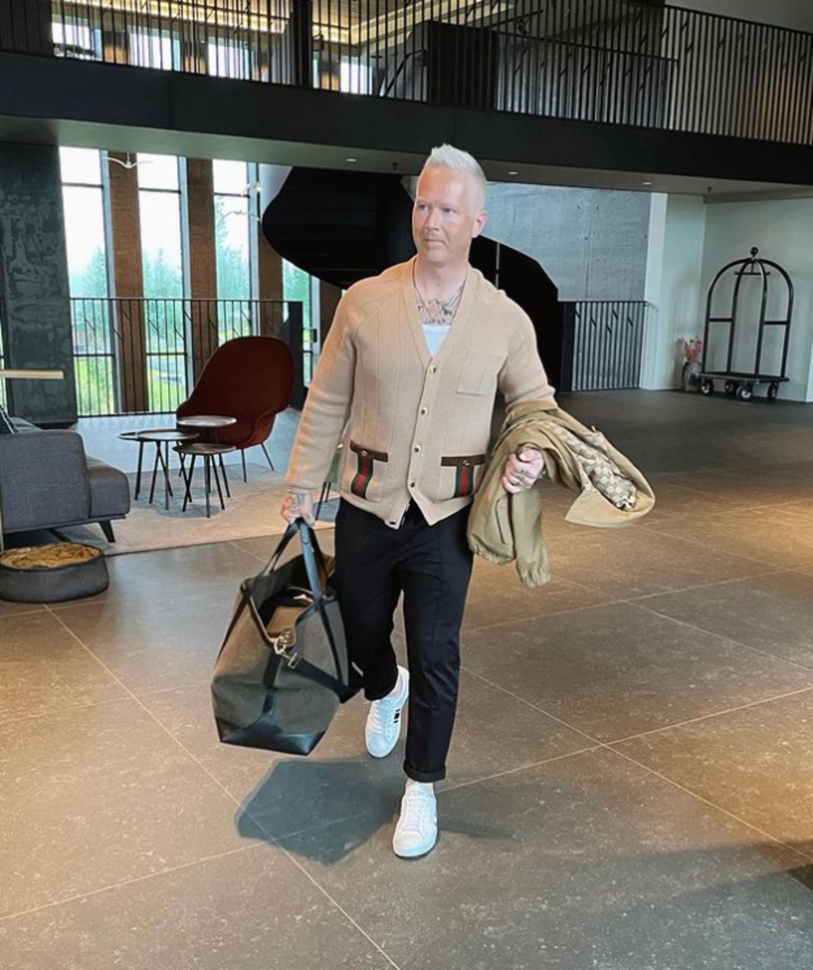 Peysan er frá Gucci og kostar 160 þúsund.