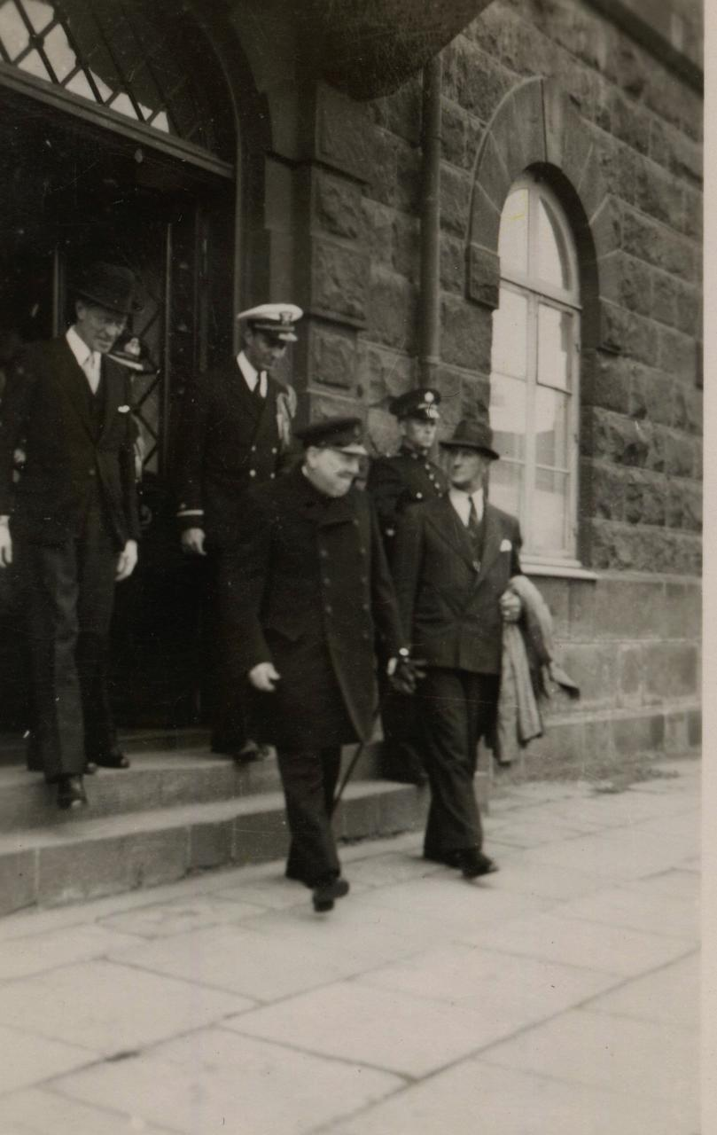 PM Churchill, leaving the parliamentary building.