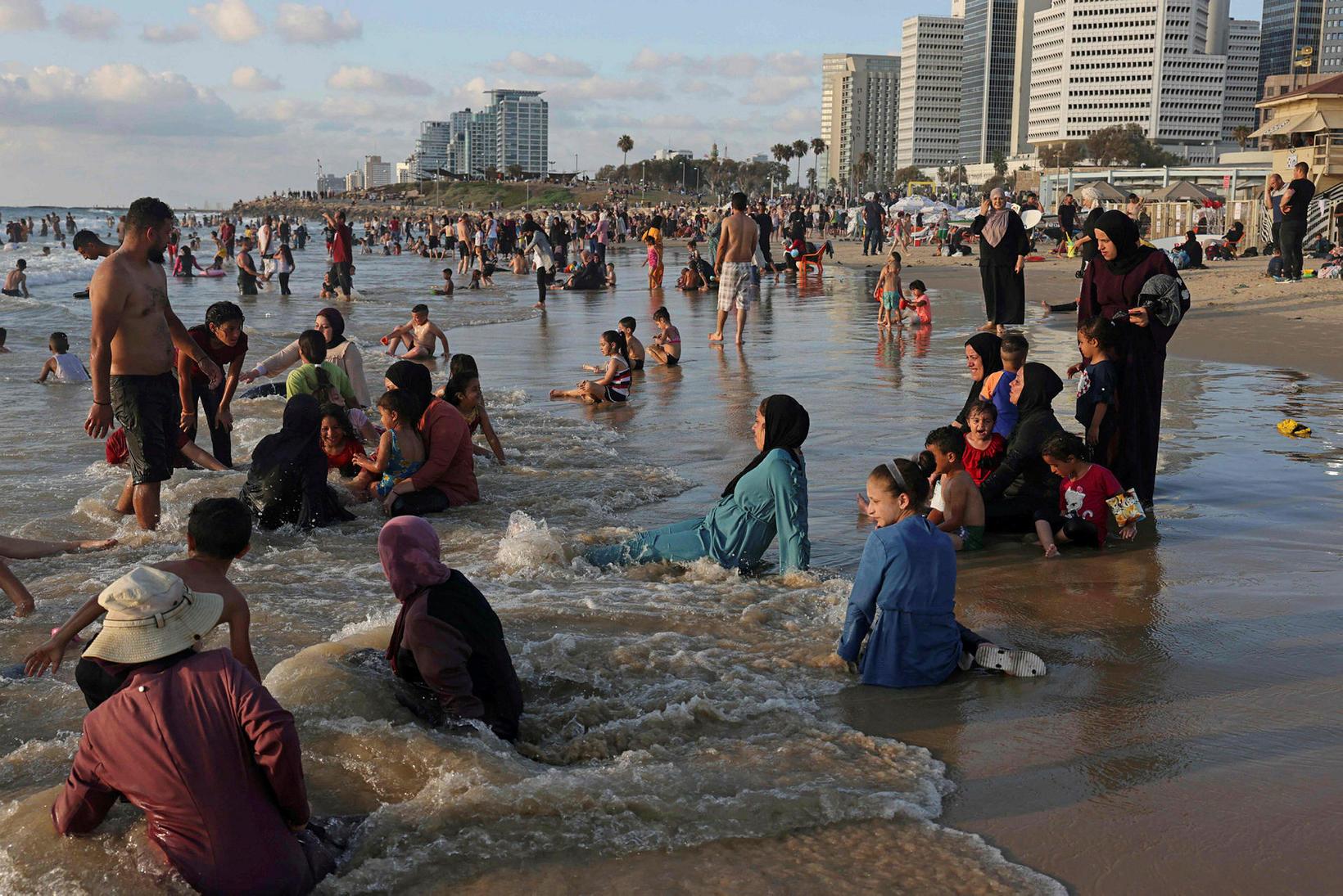 Frá Tel Aviv. Lokadagur Eid al-Adha hátíðarinnar í júlí.