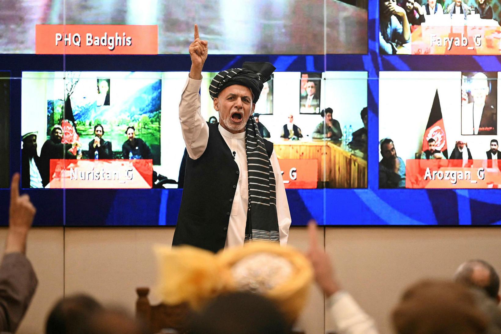 Forsetinn Ashraf Ghani hefur hvatt stuðningsmenn sína til dáða.