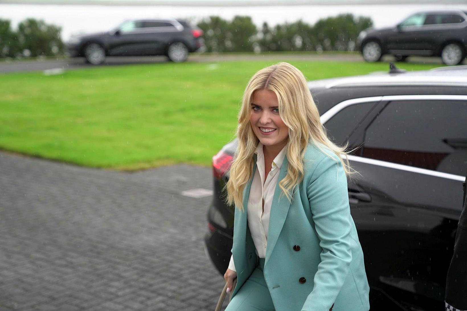 Áslaug Arna Sigurbjörnsdóttir dómsmálaráðherra á leið á fundinn á Bessastöðum.