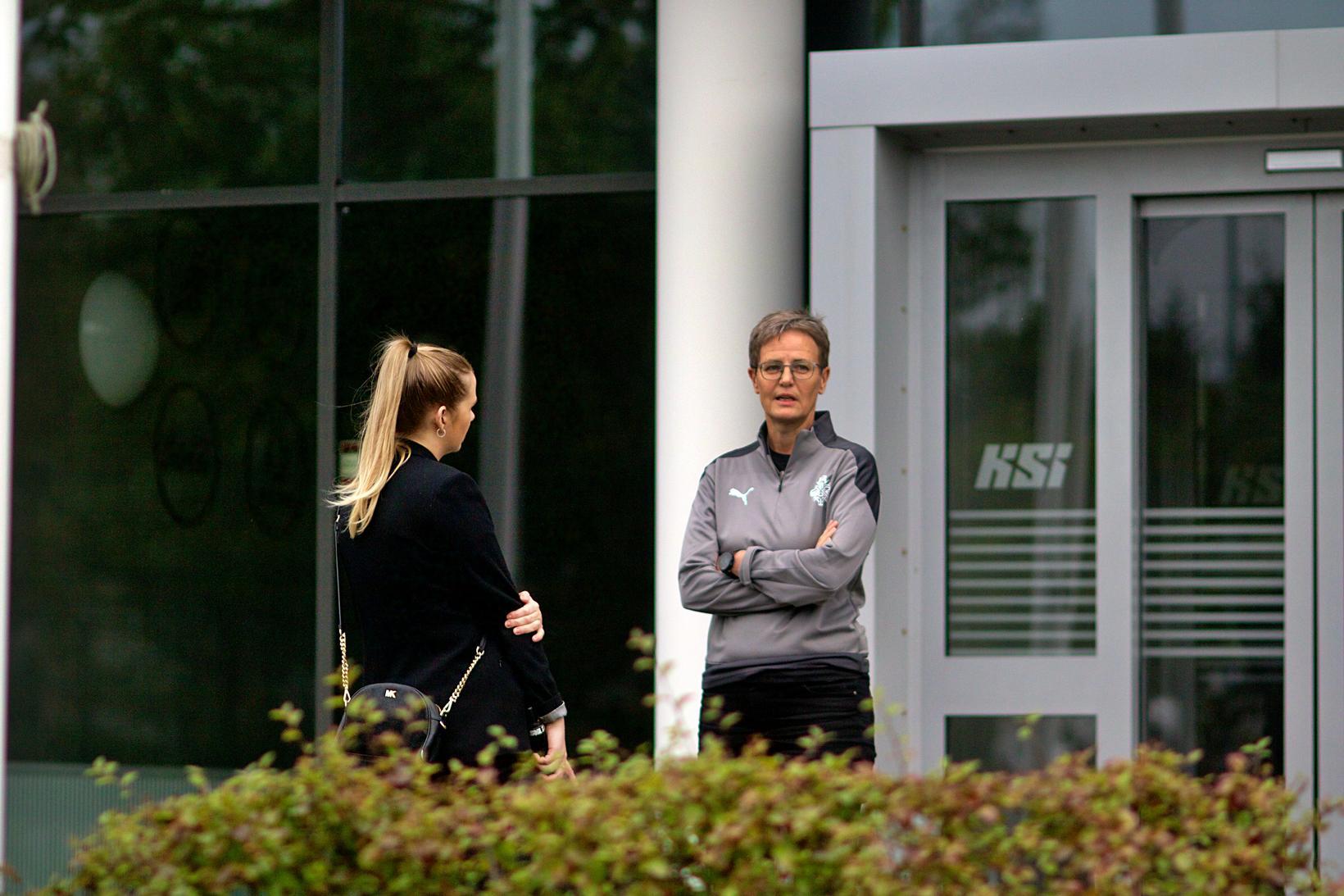 Klara Bjartmarz, right, managing director of KSÍ.