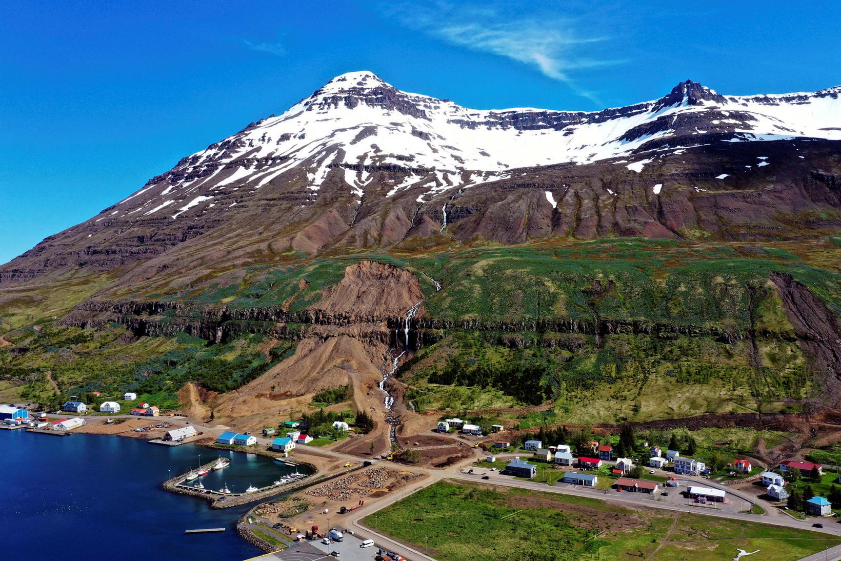 The town of Seyðisfjörður and Strandartindur peak.
