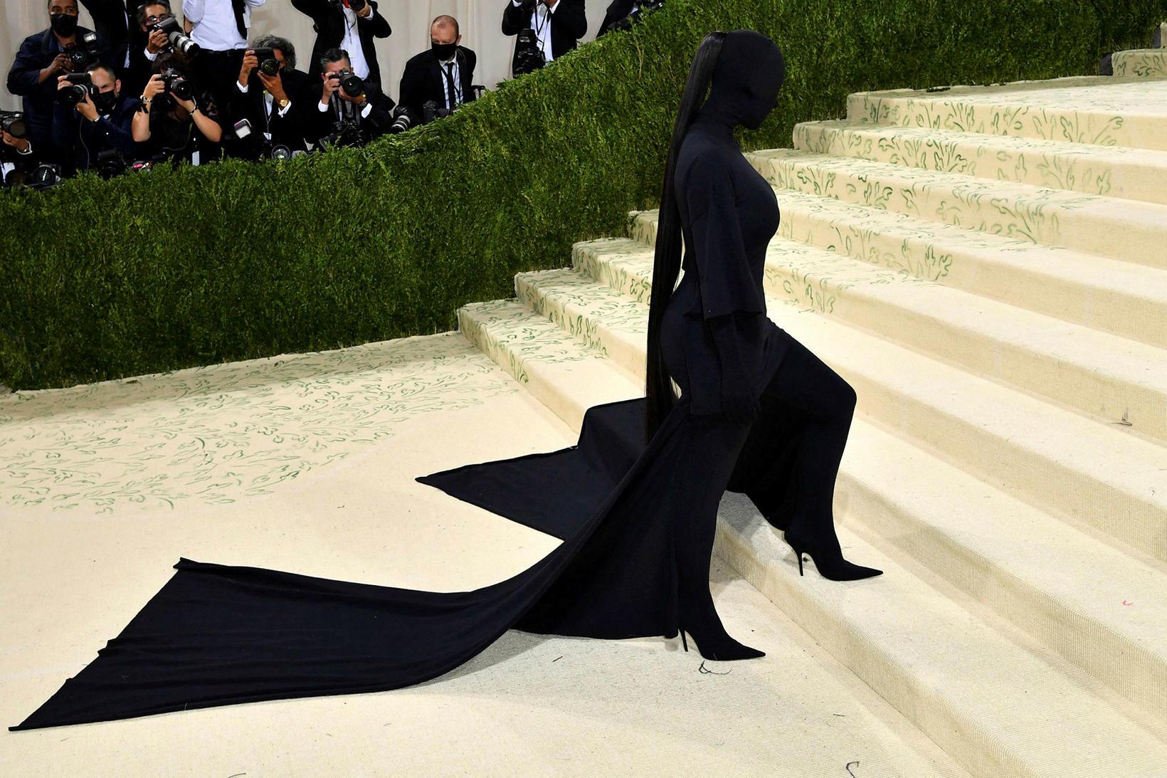 Kim Kardashian í Balenciaga.