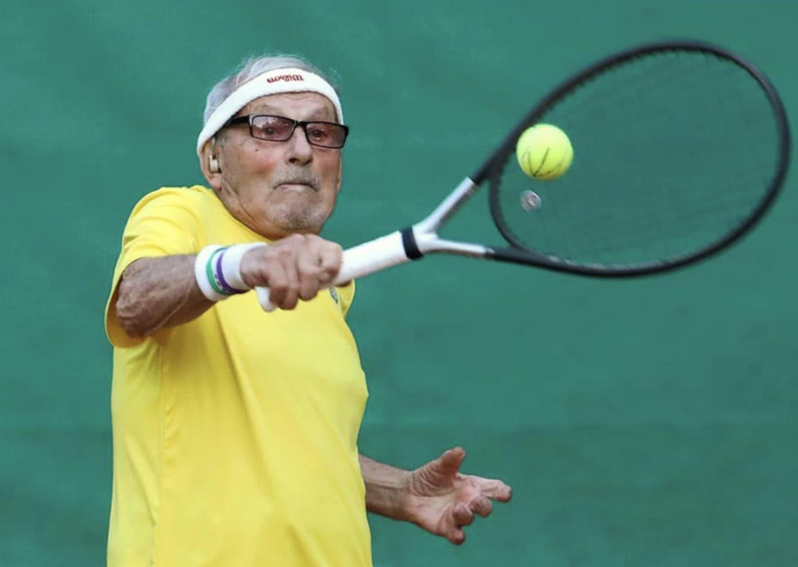 Hinn 97 ára gamli Leonid Stanislavskyi er elsti tennis leikari …