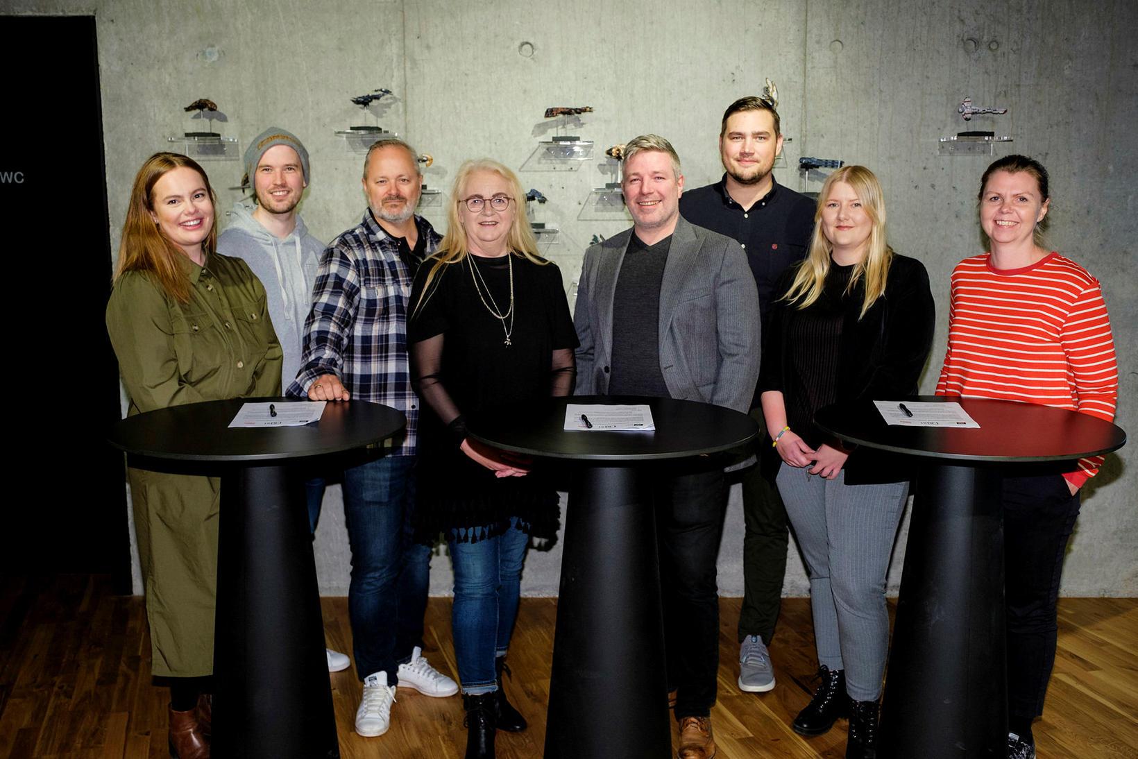 Frá undirritun sáttmálans í höfuðstöðvum CCP í Grósku.