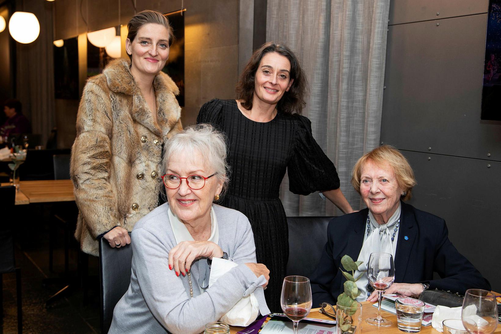 Kristín Eysteinsdóttir, Brynhildur Guðjónsdóttir, Þórunn Sigurðardóttir og Vigdís Finnbogadóttir.