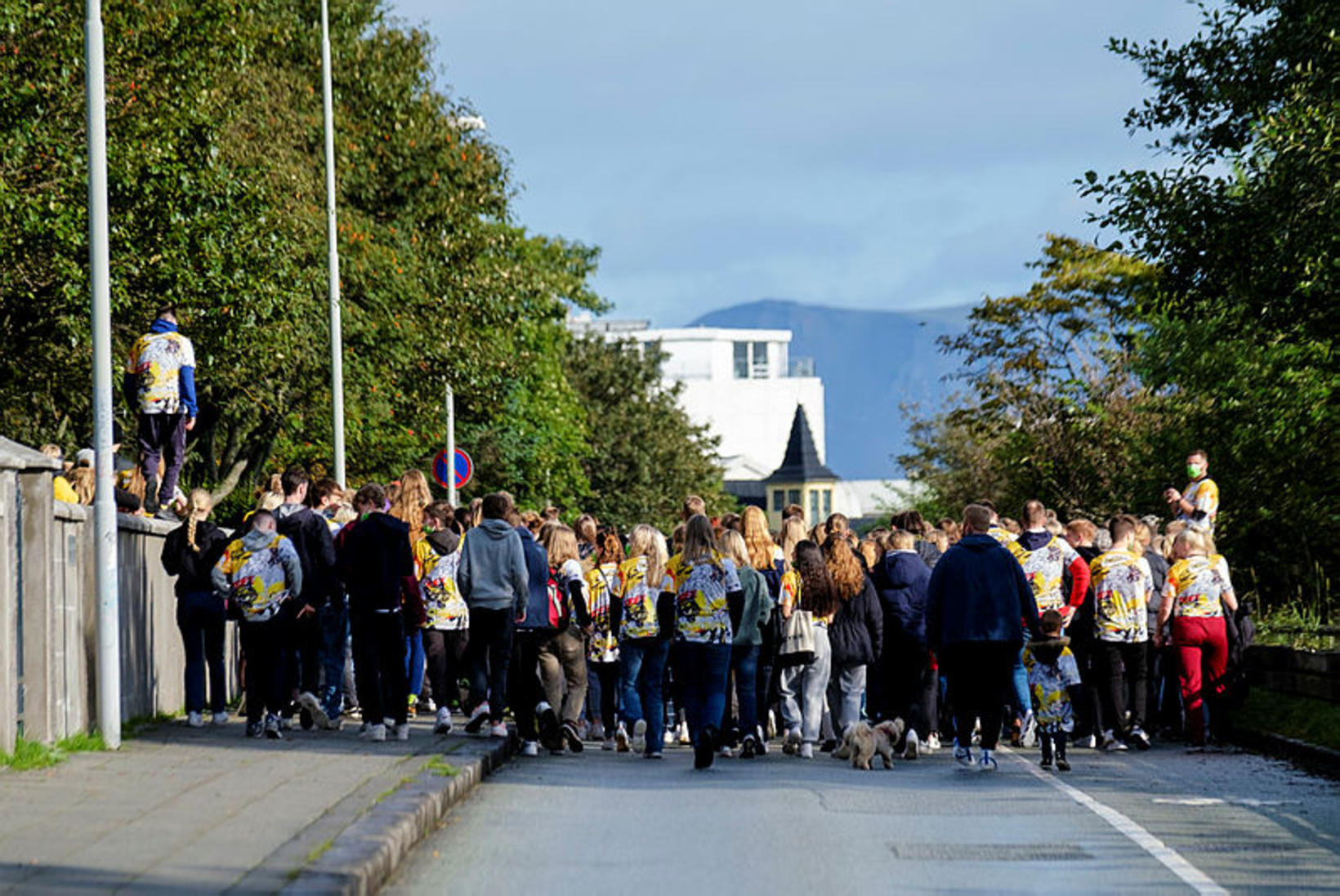 Skrúðgangan fór niður Suðurgötuna og að húsnæðum samtakanna.