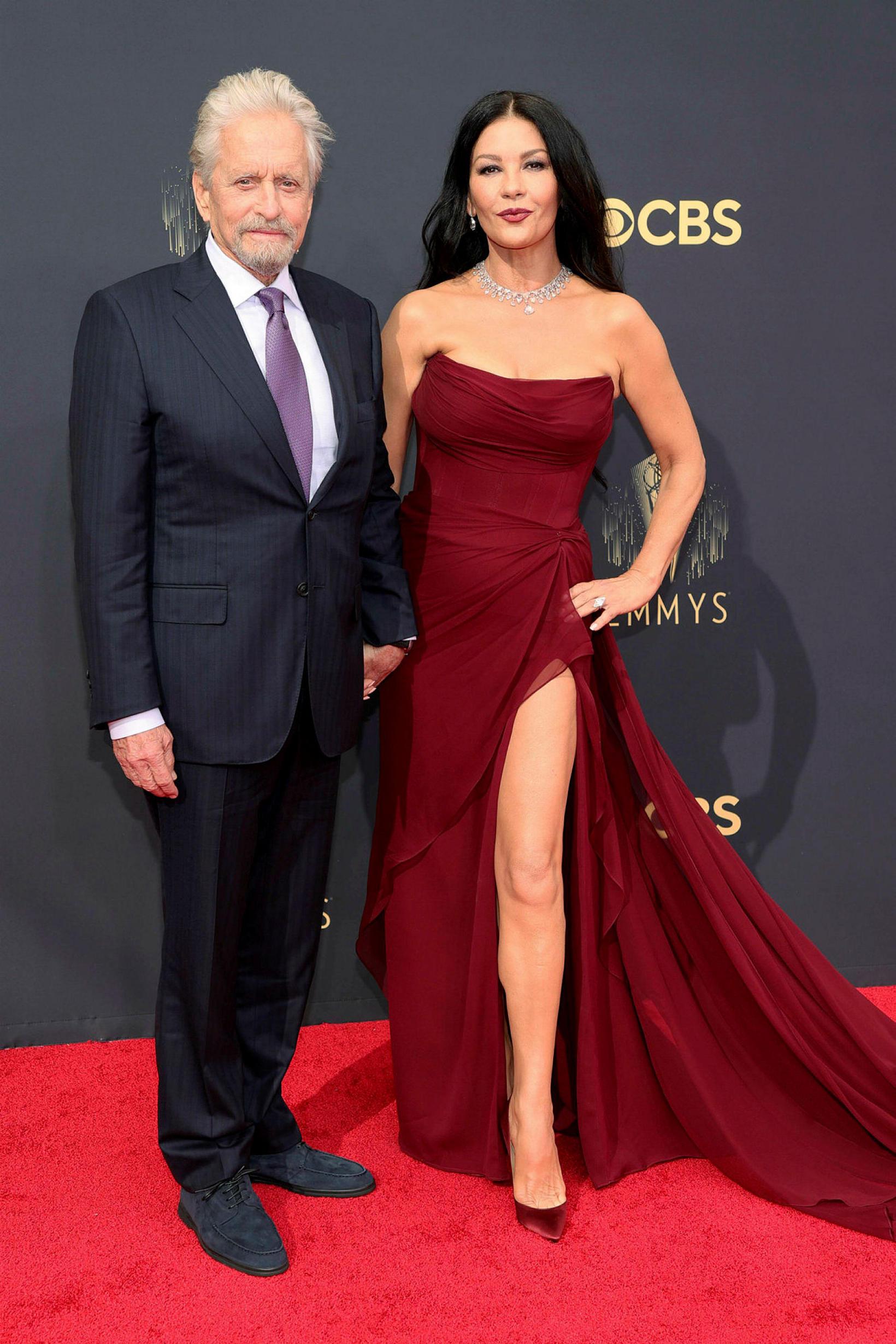 Leikarahjónin Michael Douglas og Catherine Zeta-Jones. Zeta-Jones klæddist kjól frá …