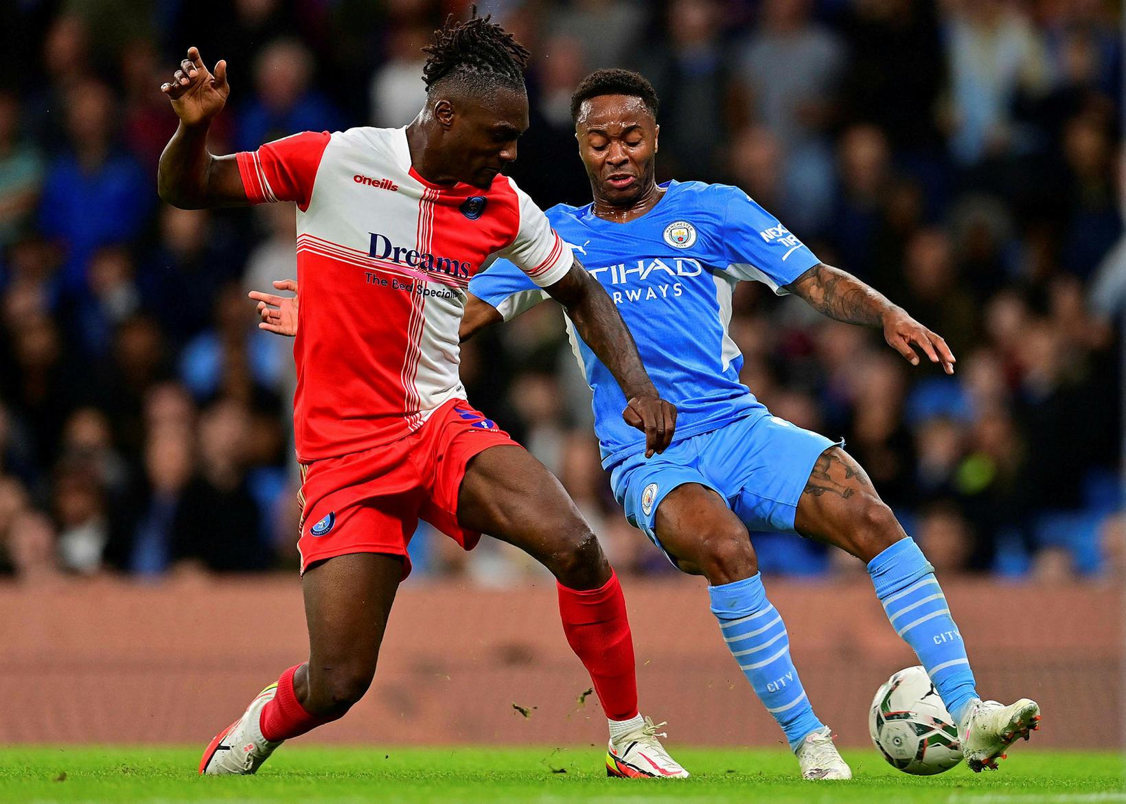 Manchester City lenti undir en vann stórsigur á Wycombe.