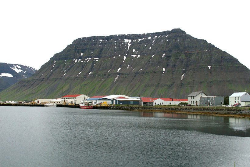 Bæjarstæðið á Flateyri er einstaklega fallegt.